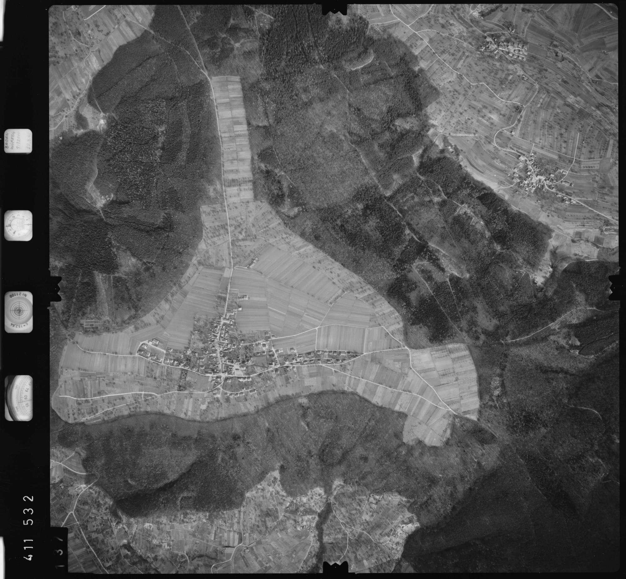 Luftbild: Film 5 Bildnr. 137, Bild 1