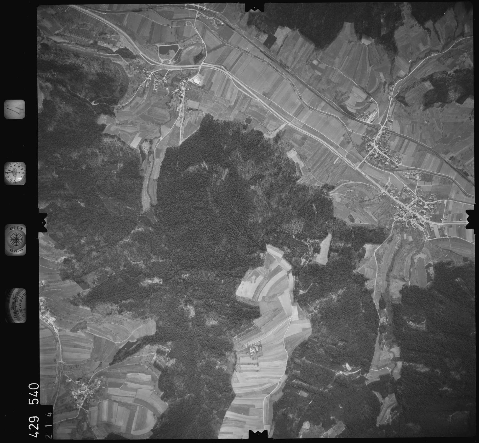 Luftbild: Film 4 Bildnr. 214, Bild 1