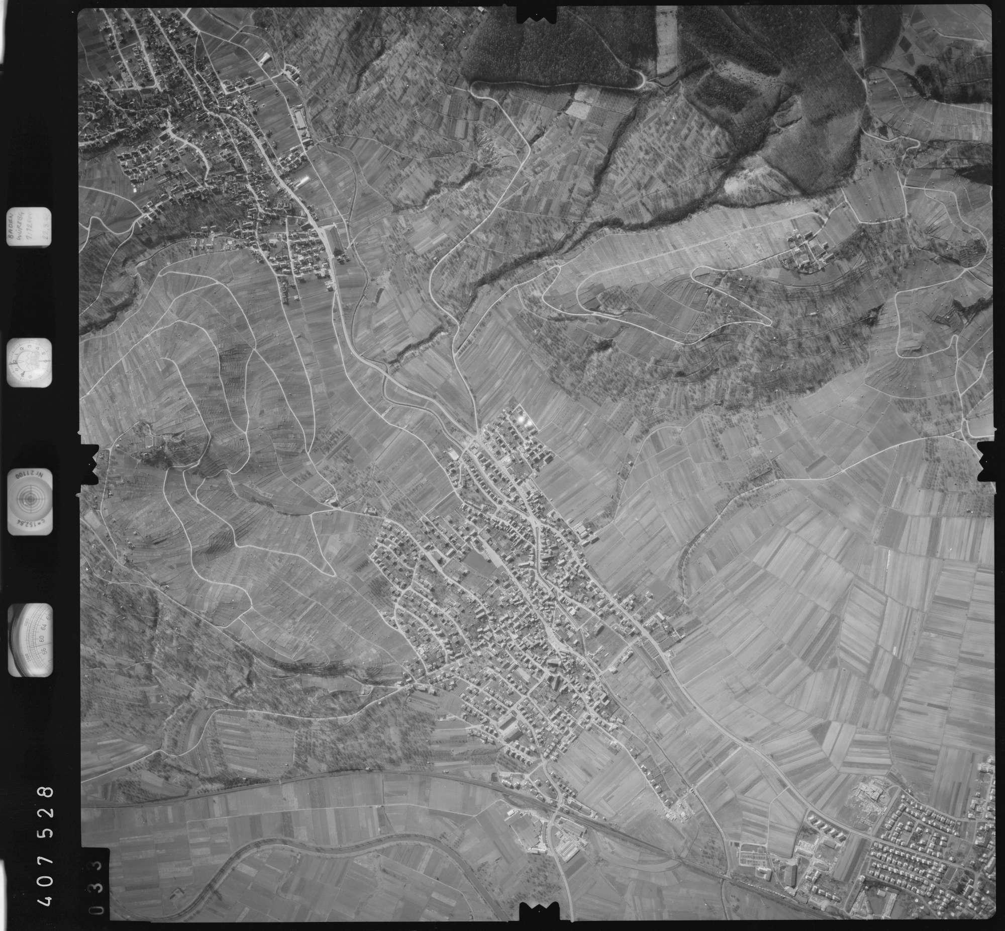 Luftbild: Film 5 Bildnr. 33, Bild 1