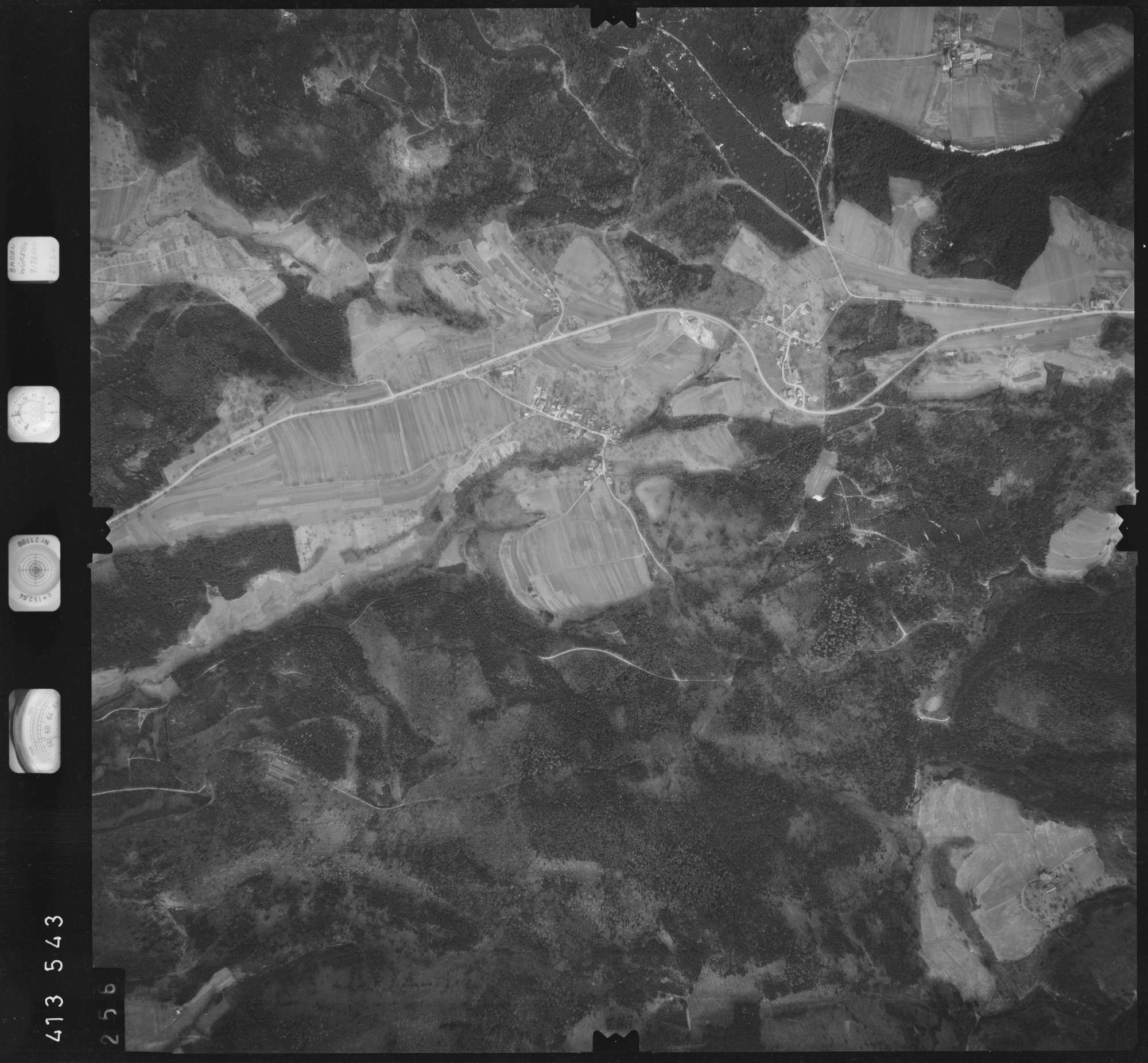 Luftbild: Film 5 Bildnr. 256, Bild 1