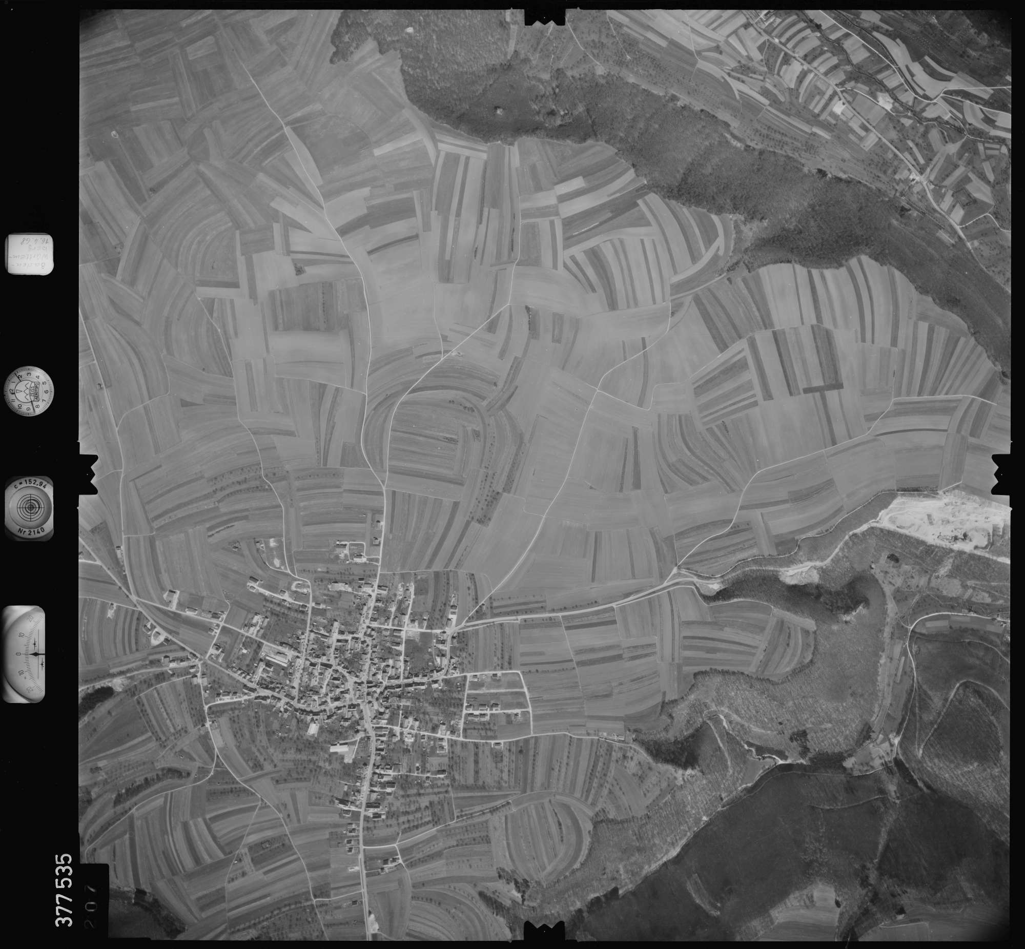Luftbild: Film 32 Bildnr. 207, Bild 1