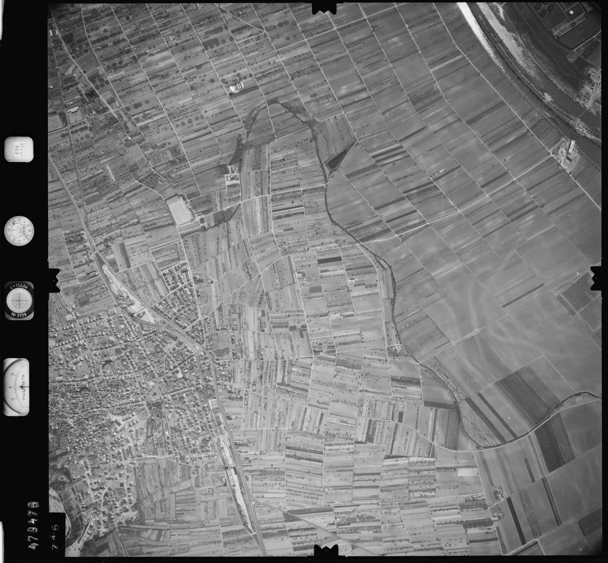 Luftbild: Film 898 Bildnr. 716, Bild 1