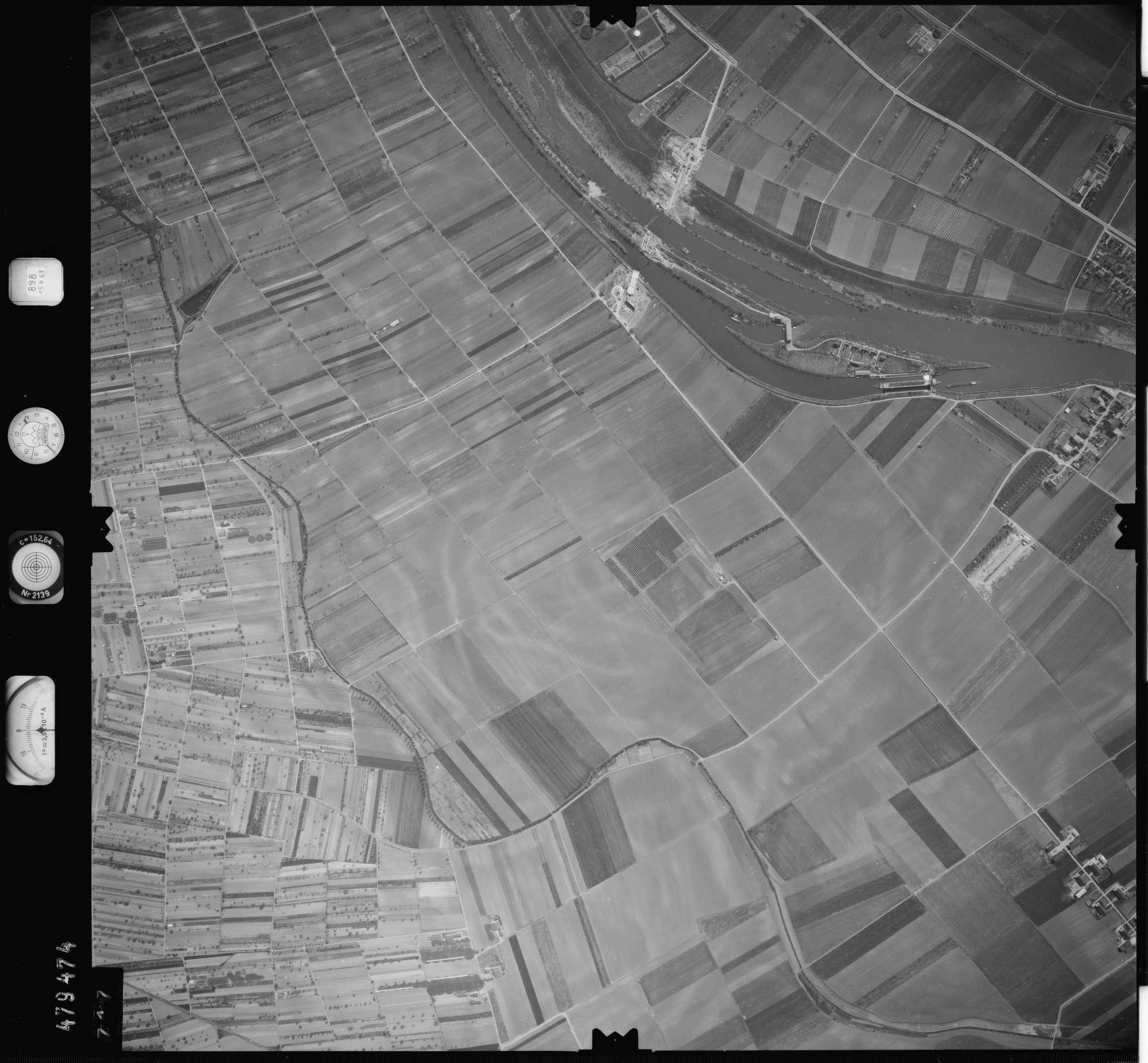 Luftbild: Film 898 Bildnr. 717, Bild 1