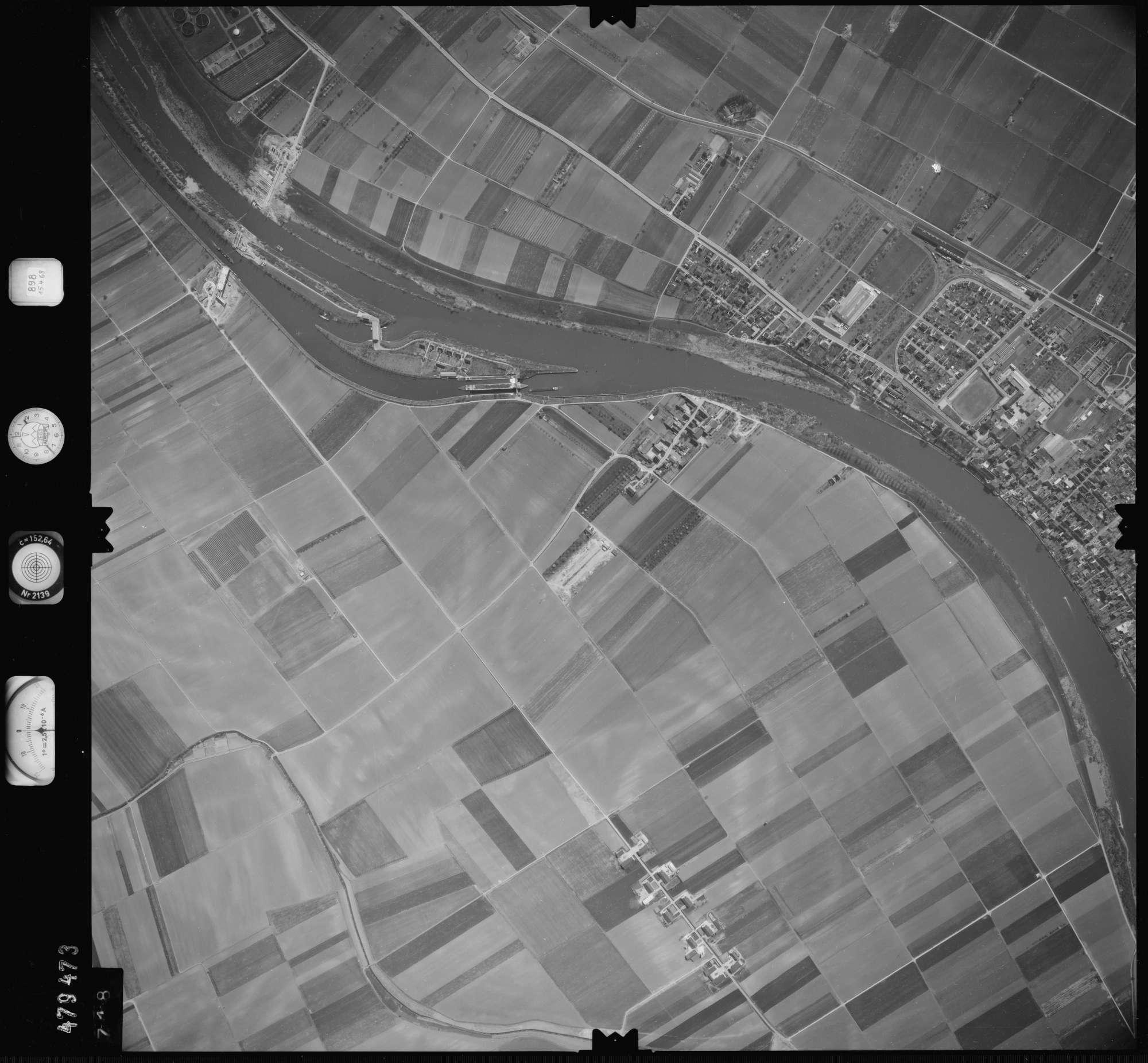 Luftbild: Film 898 Bildnr. 718, Bild 1