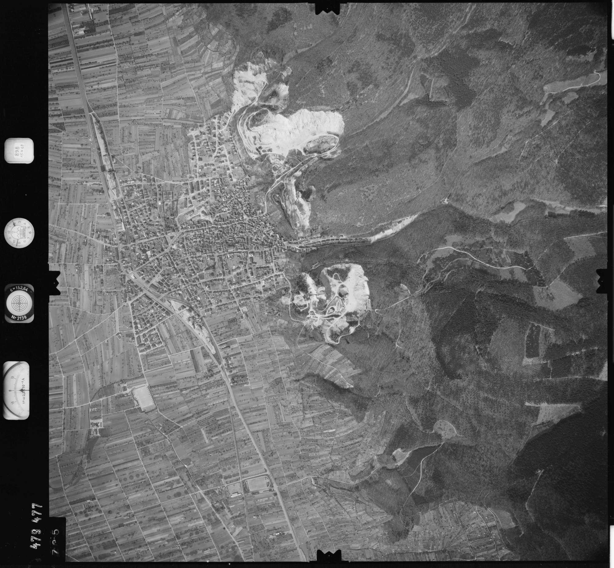 Luftbild: Film 898 Bildnr. 735, Bild 1