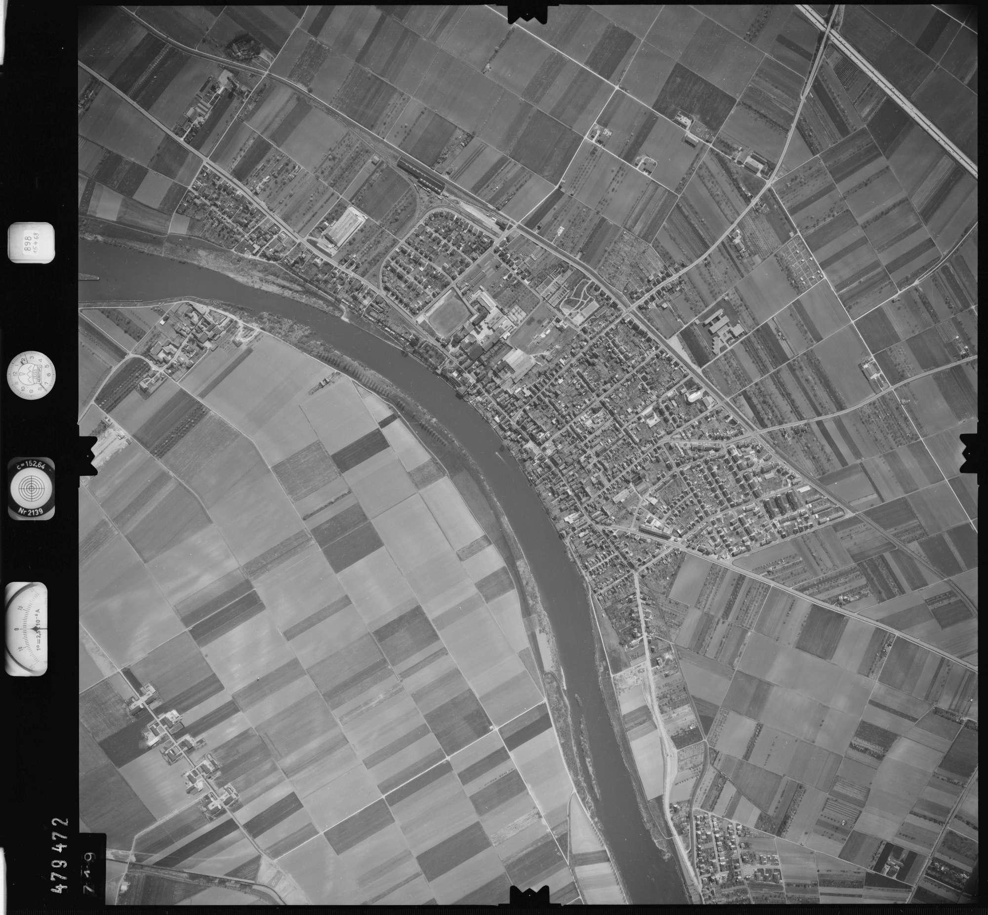 Luftbild: Film 898 Bildnr. 719, Bild 1