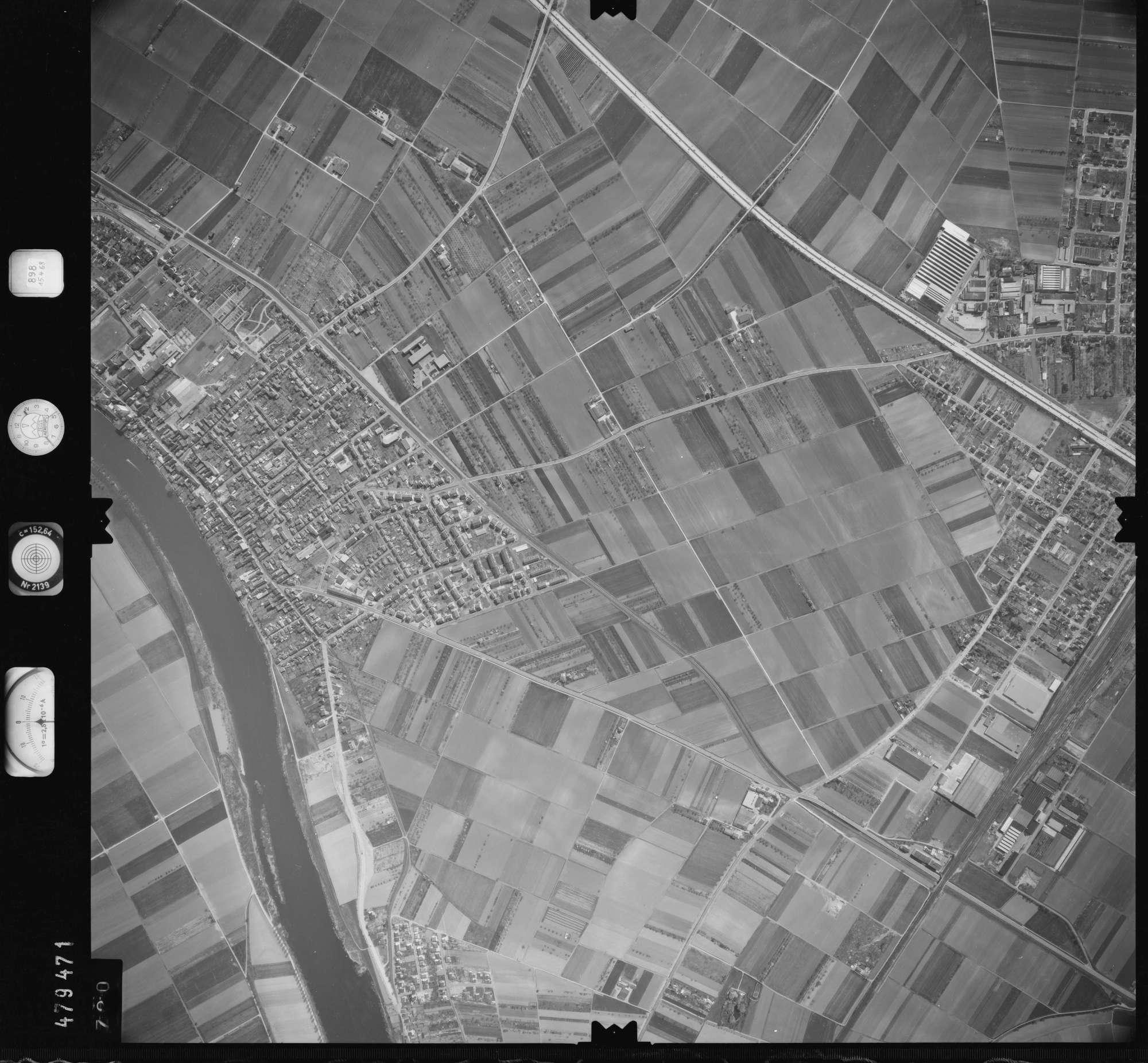 Luftbild: Film 898 Bildnr. 720, Bild 1