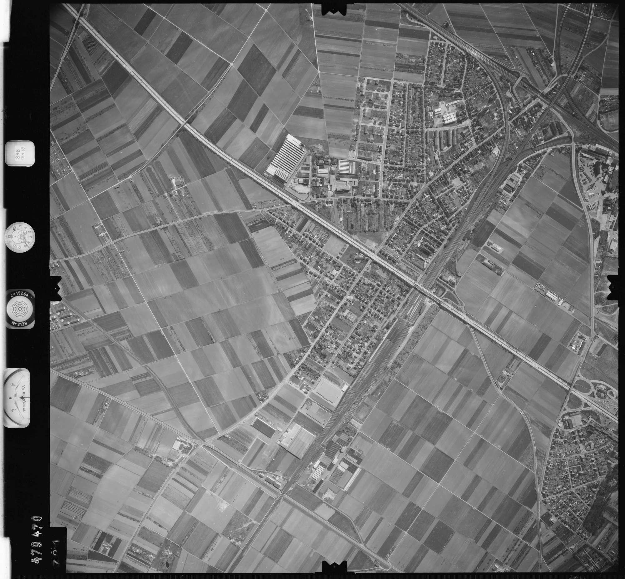 Luftbild: Film 898 Bildnr. 721, Bild 1