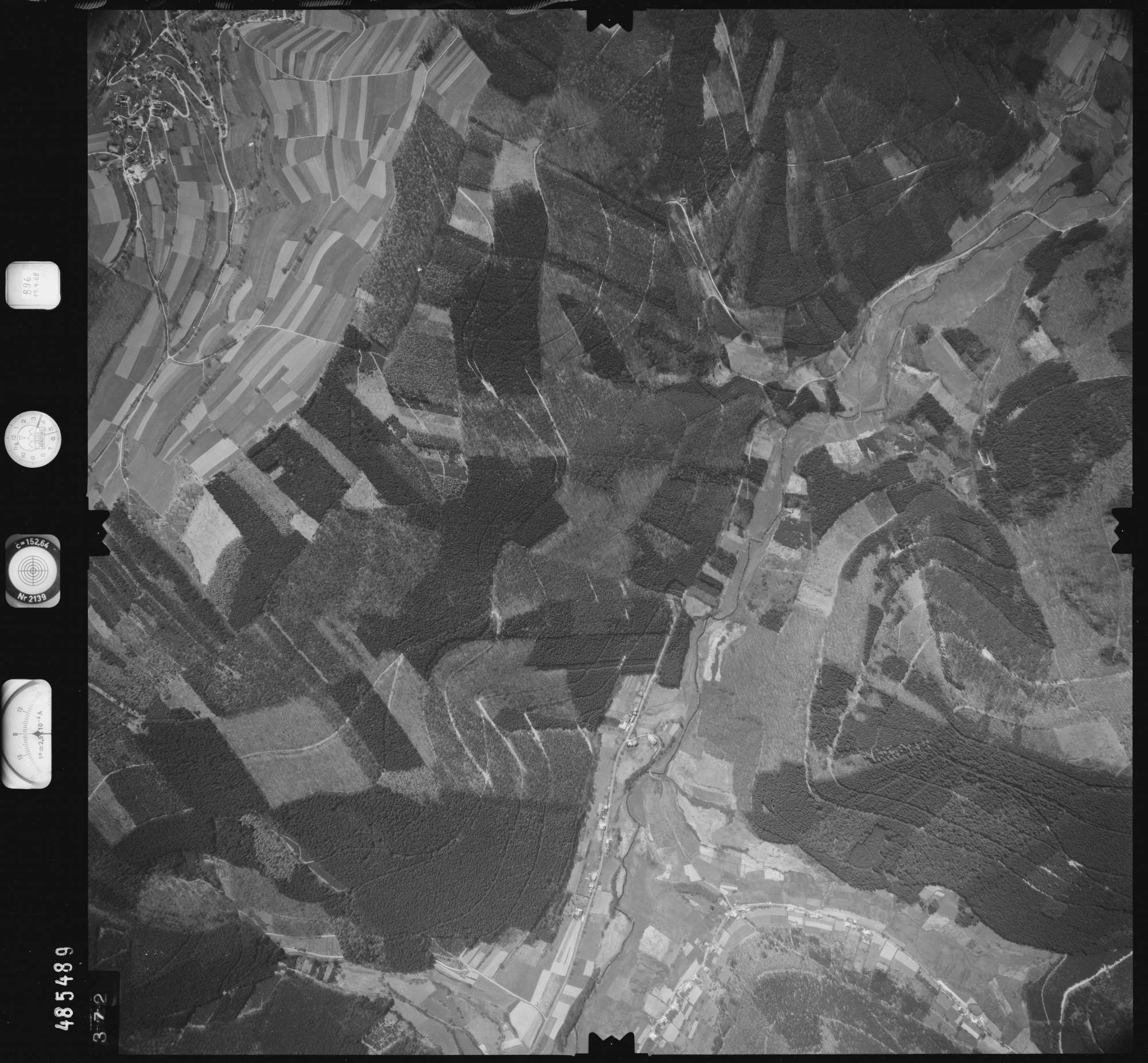 Luftbild: Film 896 Bildnr. 372, Bild 1