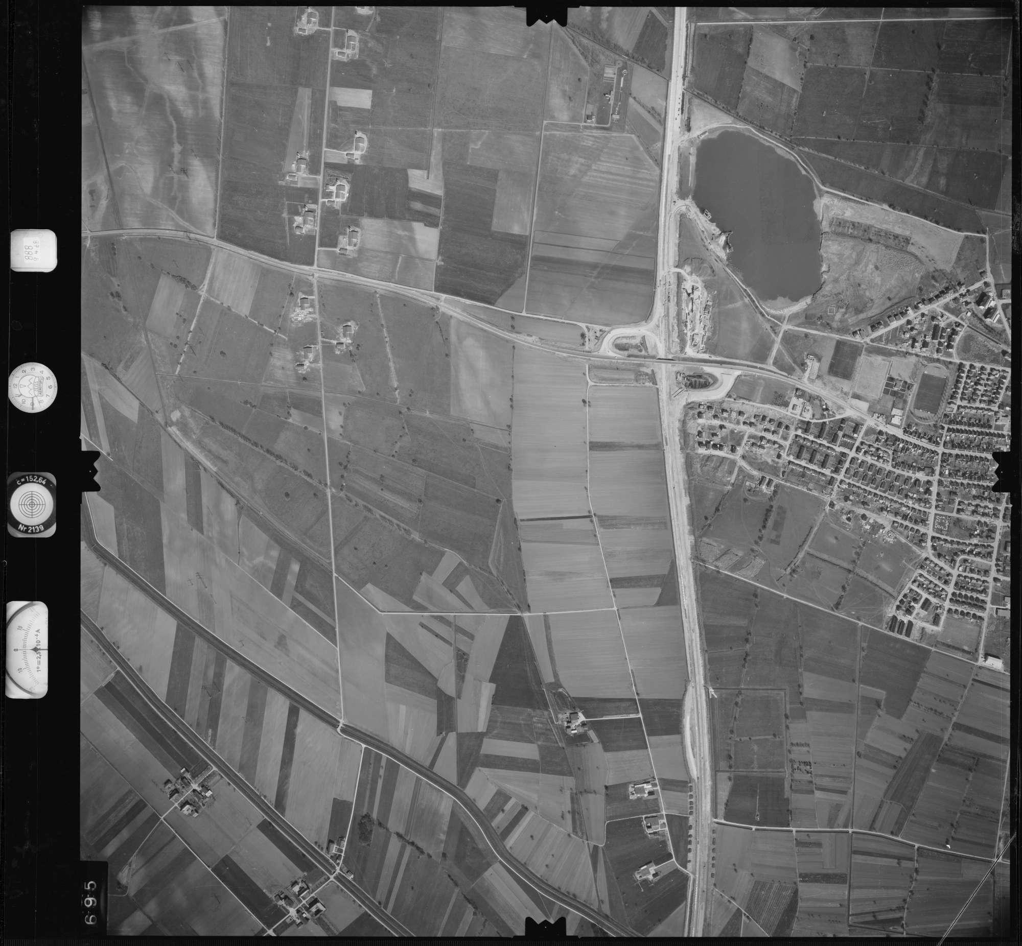 Luftbild: Film 888 Bildnr. 695, Bild 1