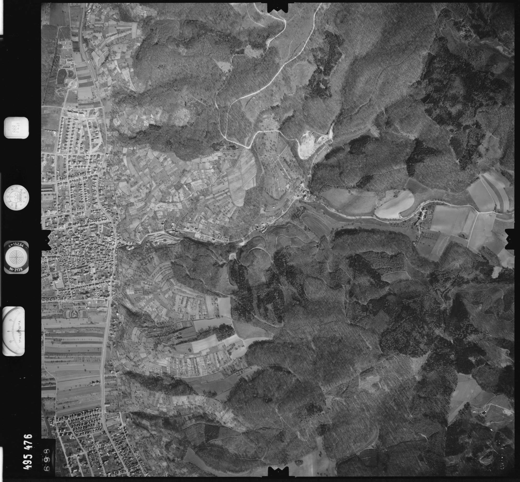 Luftbild: Film 888 Bildnr. 698, Bild 1