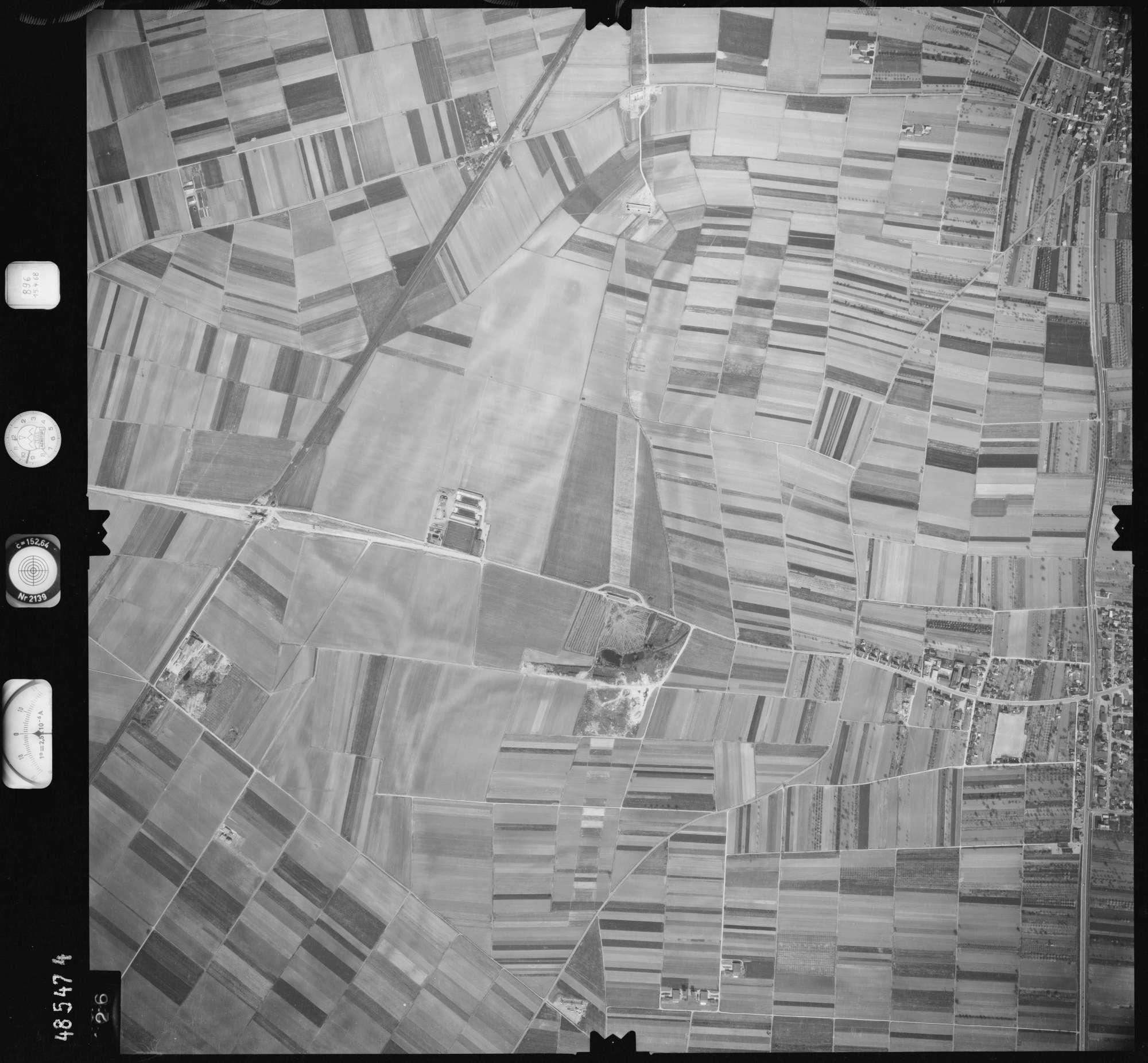 Luftbild: Film 896 Bildnr. 426, Bild 1