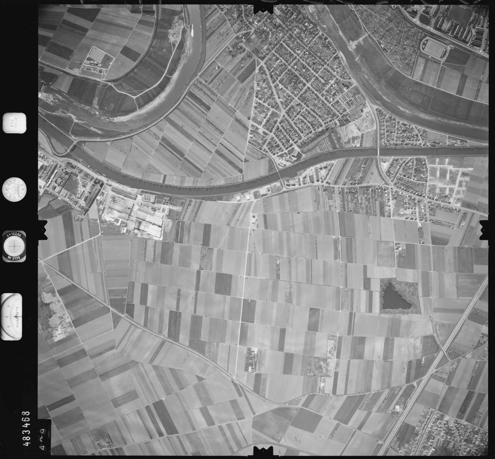 Luftbild: Film 896 Bildnr. 409, Bild 1