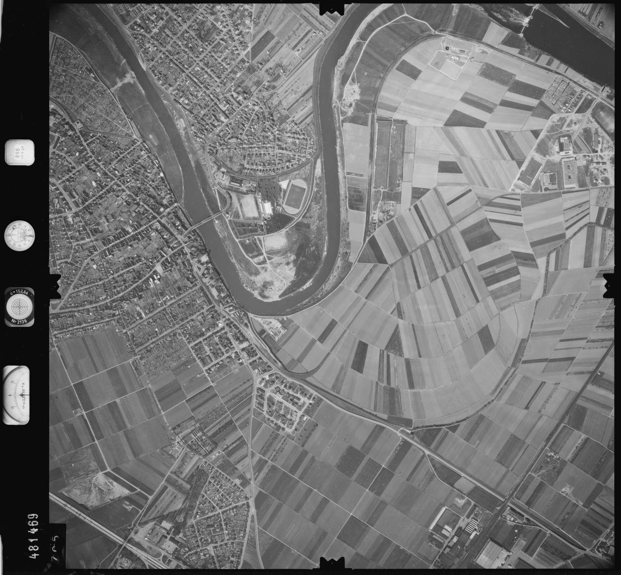 Luftbild: Film 898 Bildnr. 705, Bild 1