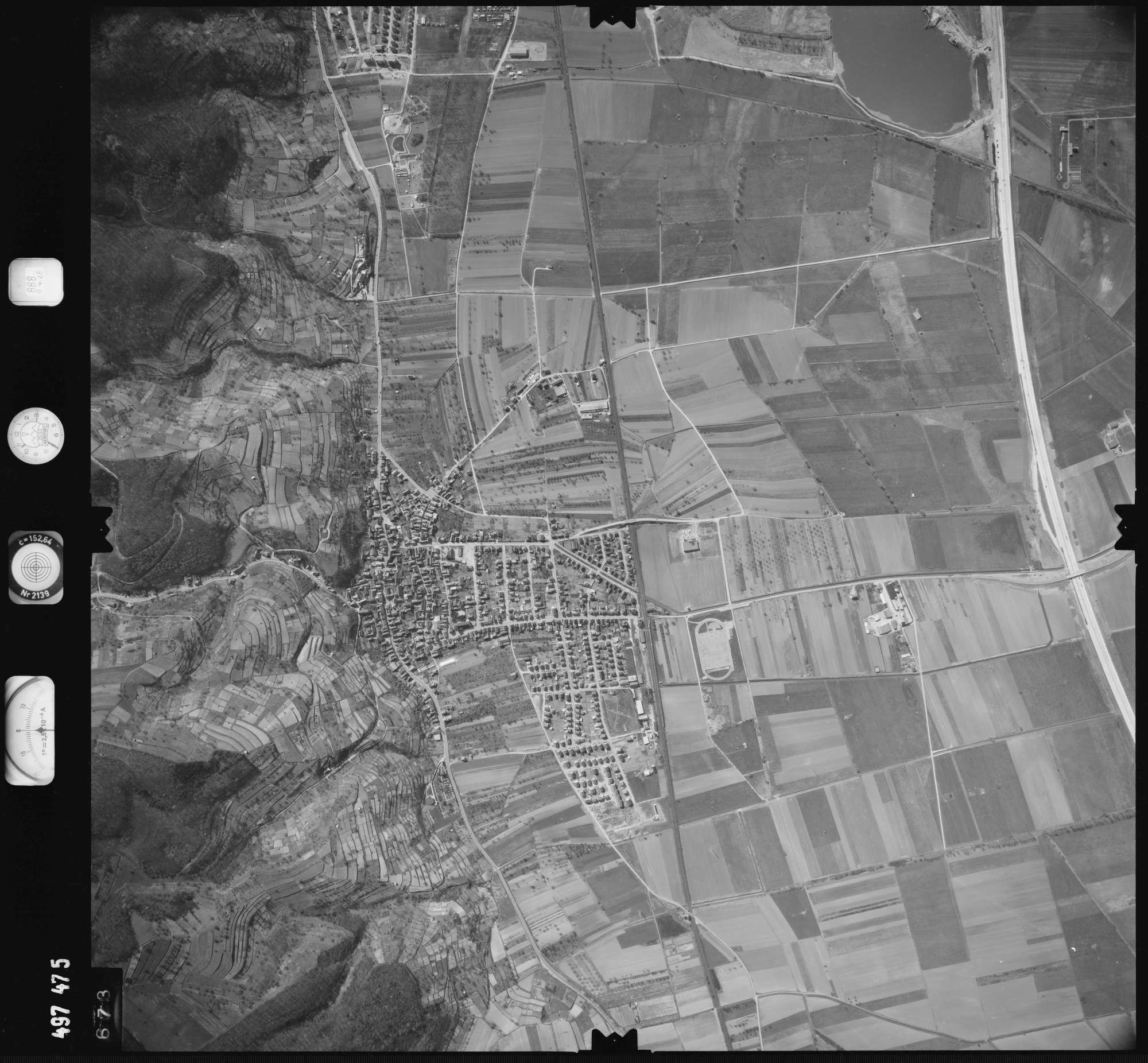 Luftbild: Film 888 Bildnr. 673, Bild 1