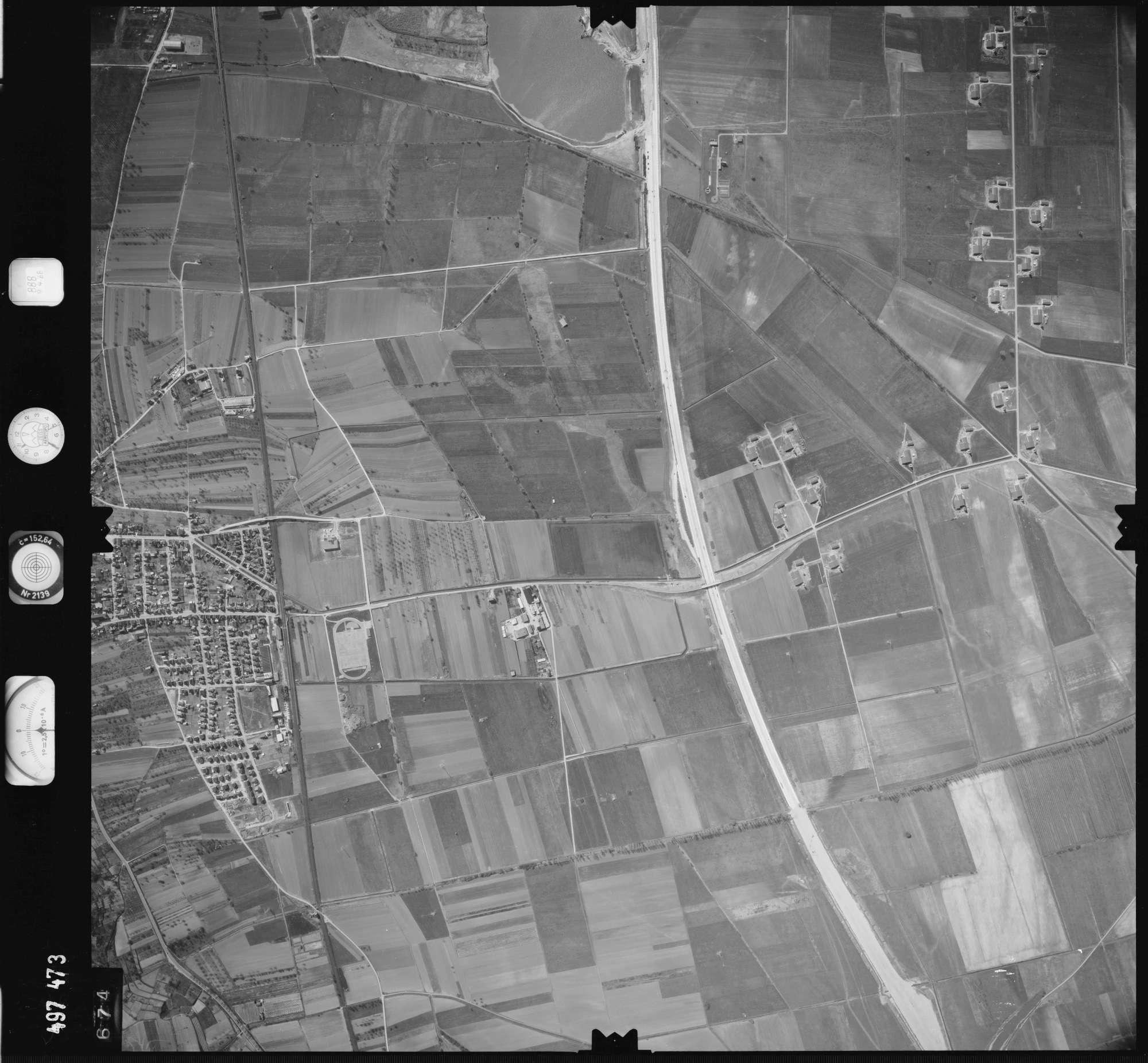Luftbild: Film 888 Bildnr. 674, Bild 1