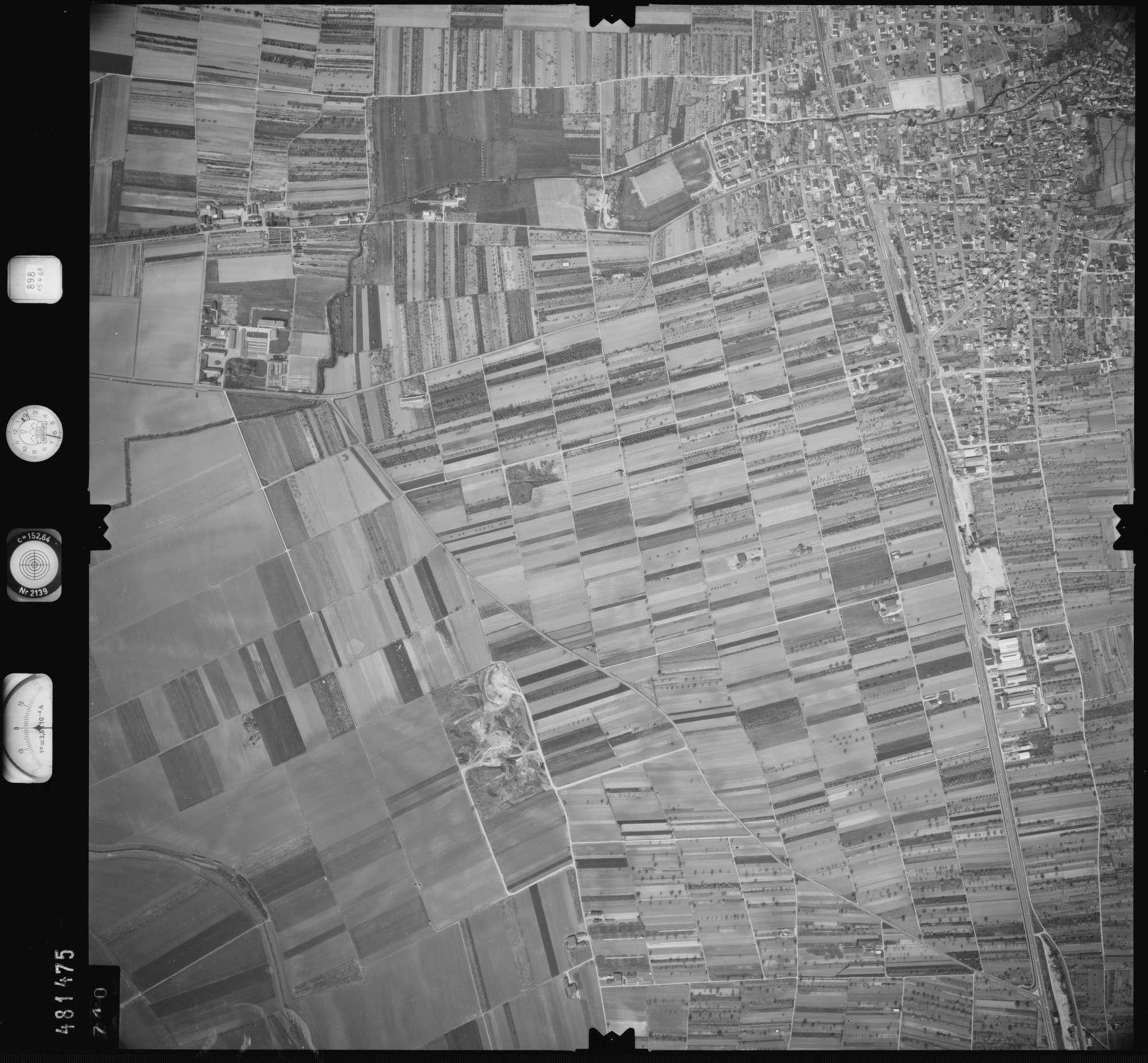 Luftbild: Film 898 Bildnr. 710, Bild 1