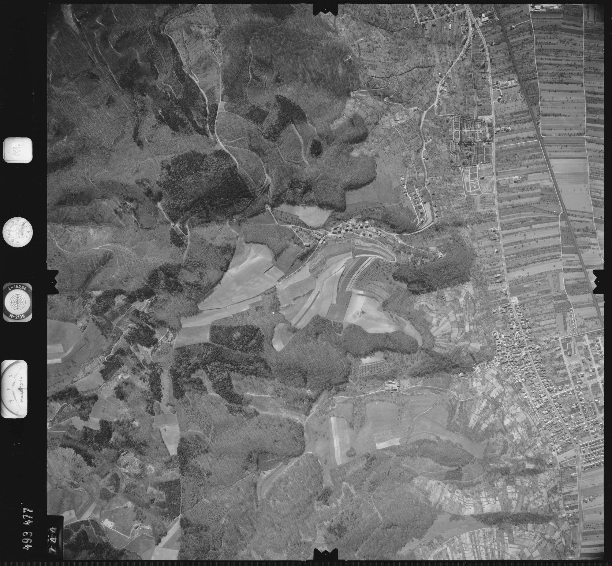 Luftbild: Film 888 Bildnr. 744, Bild 1