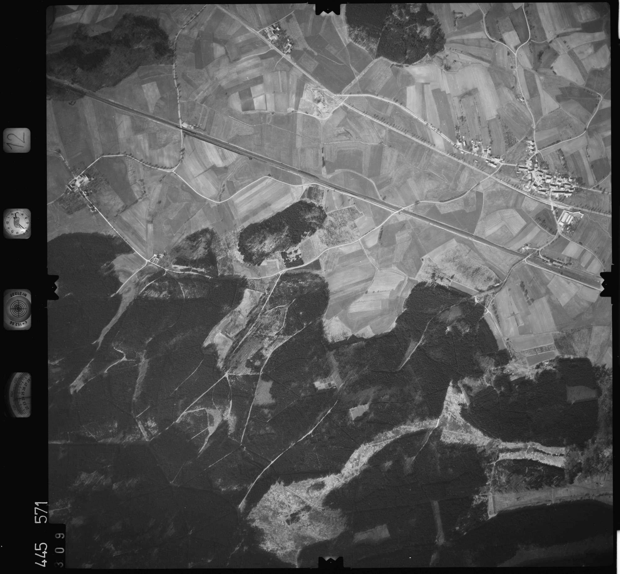 Luftbild: Film 12 Bildnr. 309, Bild 1