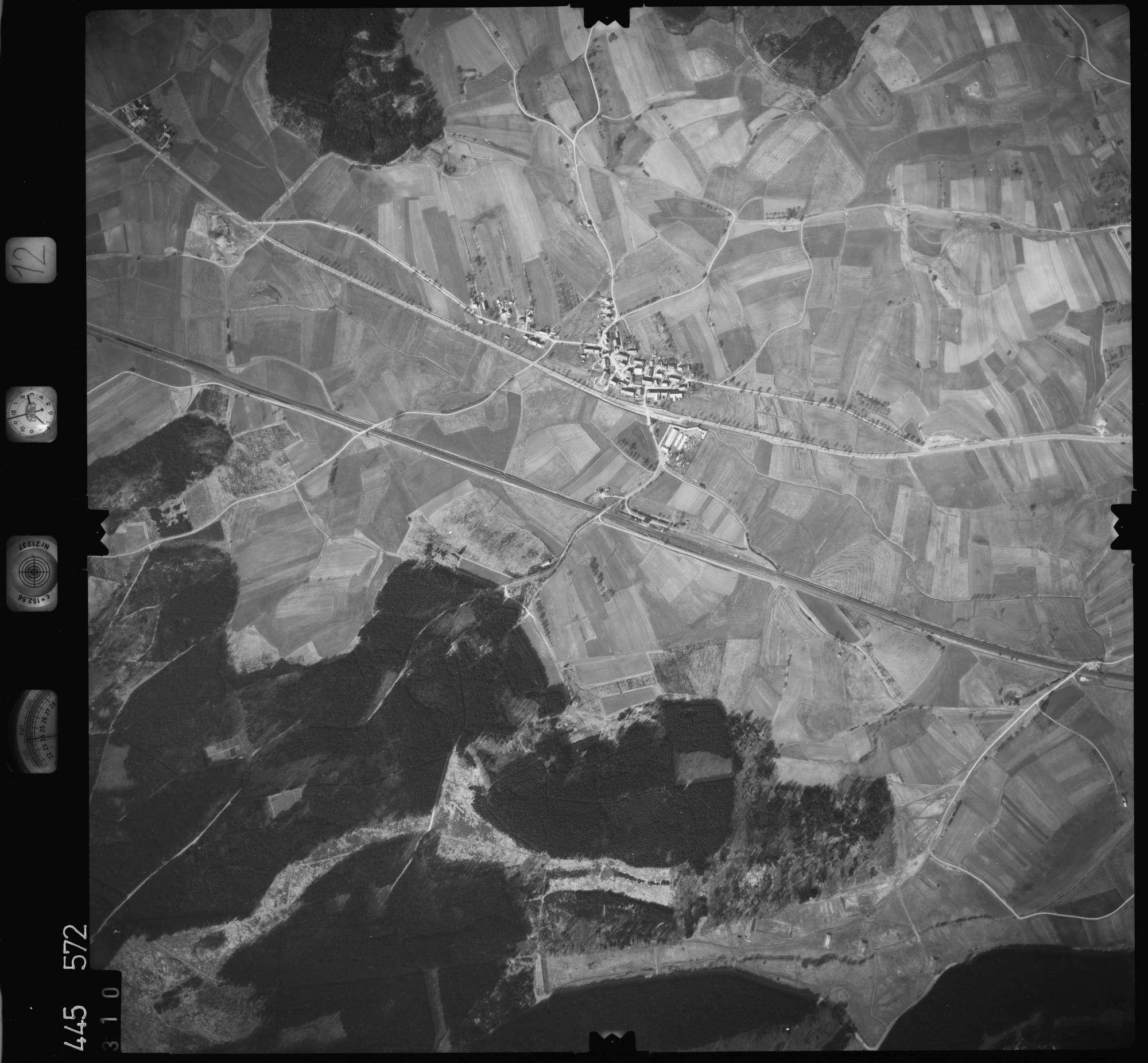Luftbild: Film 12 Bildnr. 310, Bild 1