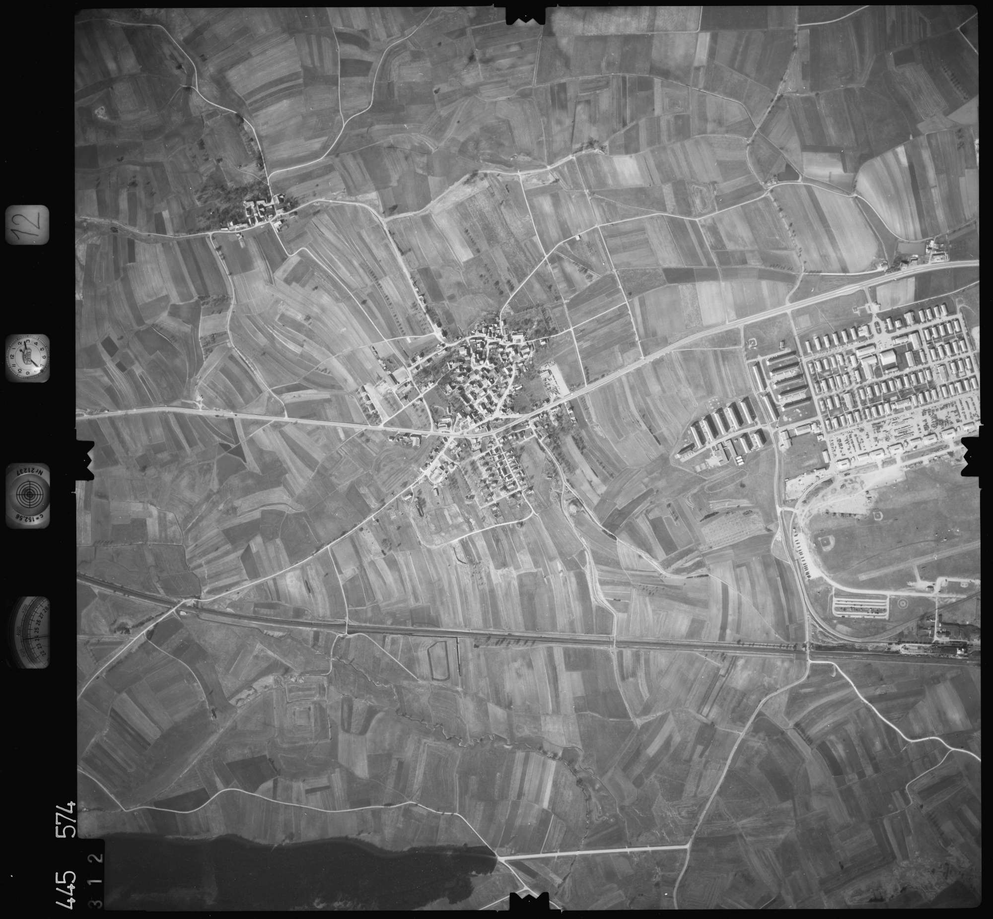 Luftbild: Film 12 Bildnr. 312, Bild 1