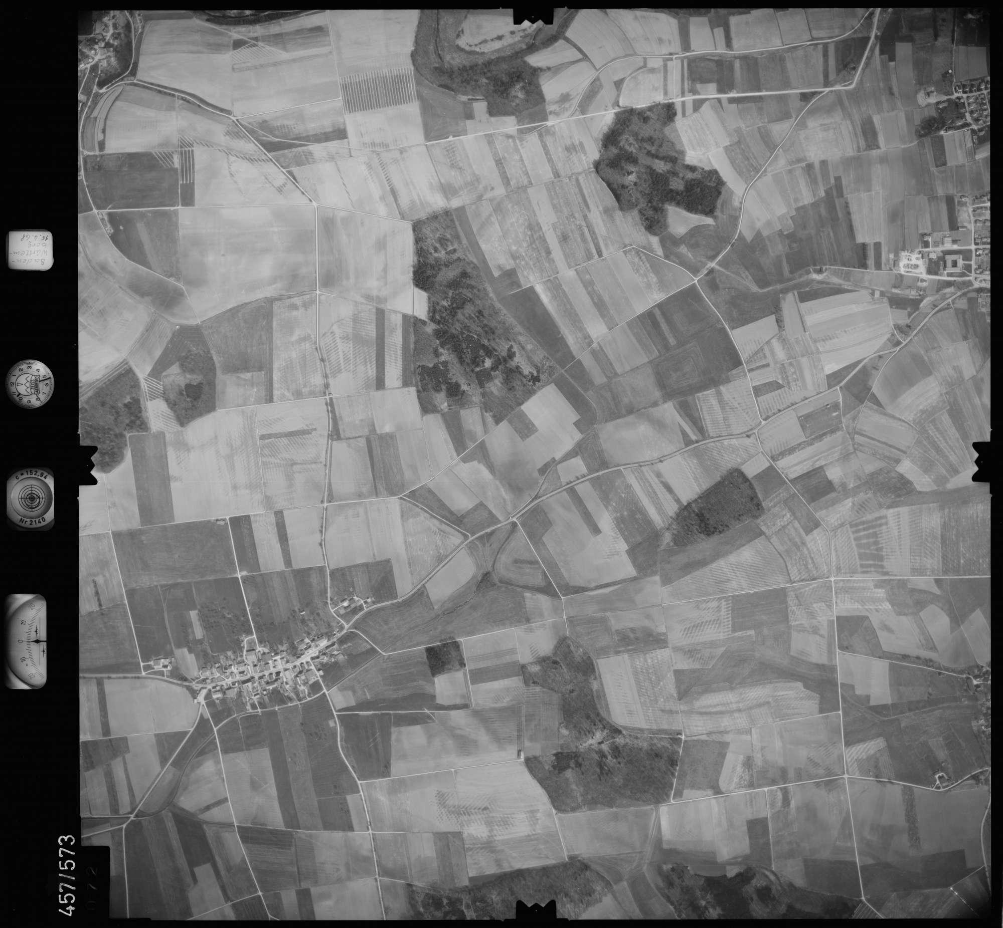 Luftbild: Film 105 Bildnr. 72, Bild 1