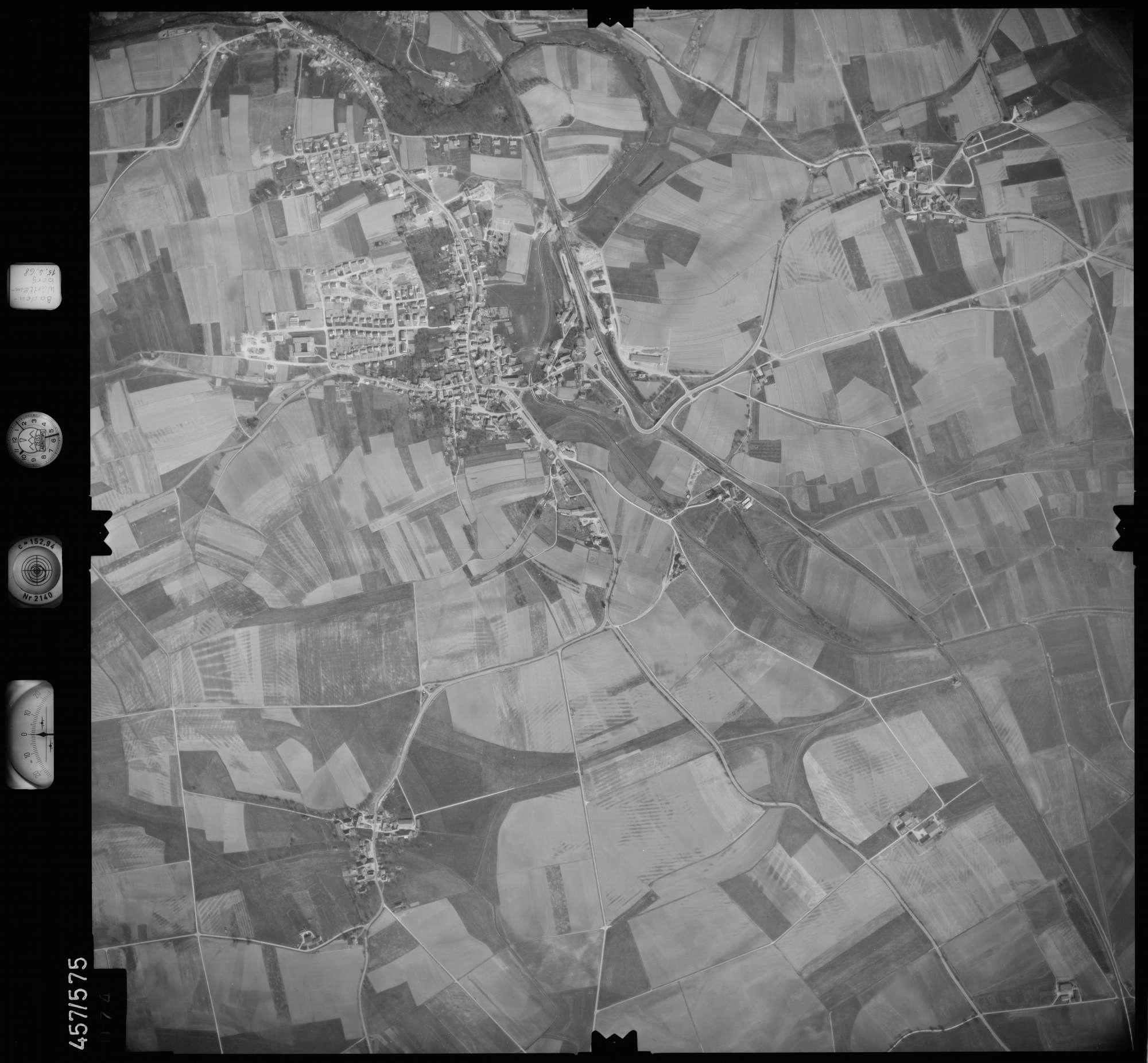 Luftbild: Film 105 Bildnr. 74, Bild 1