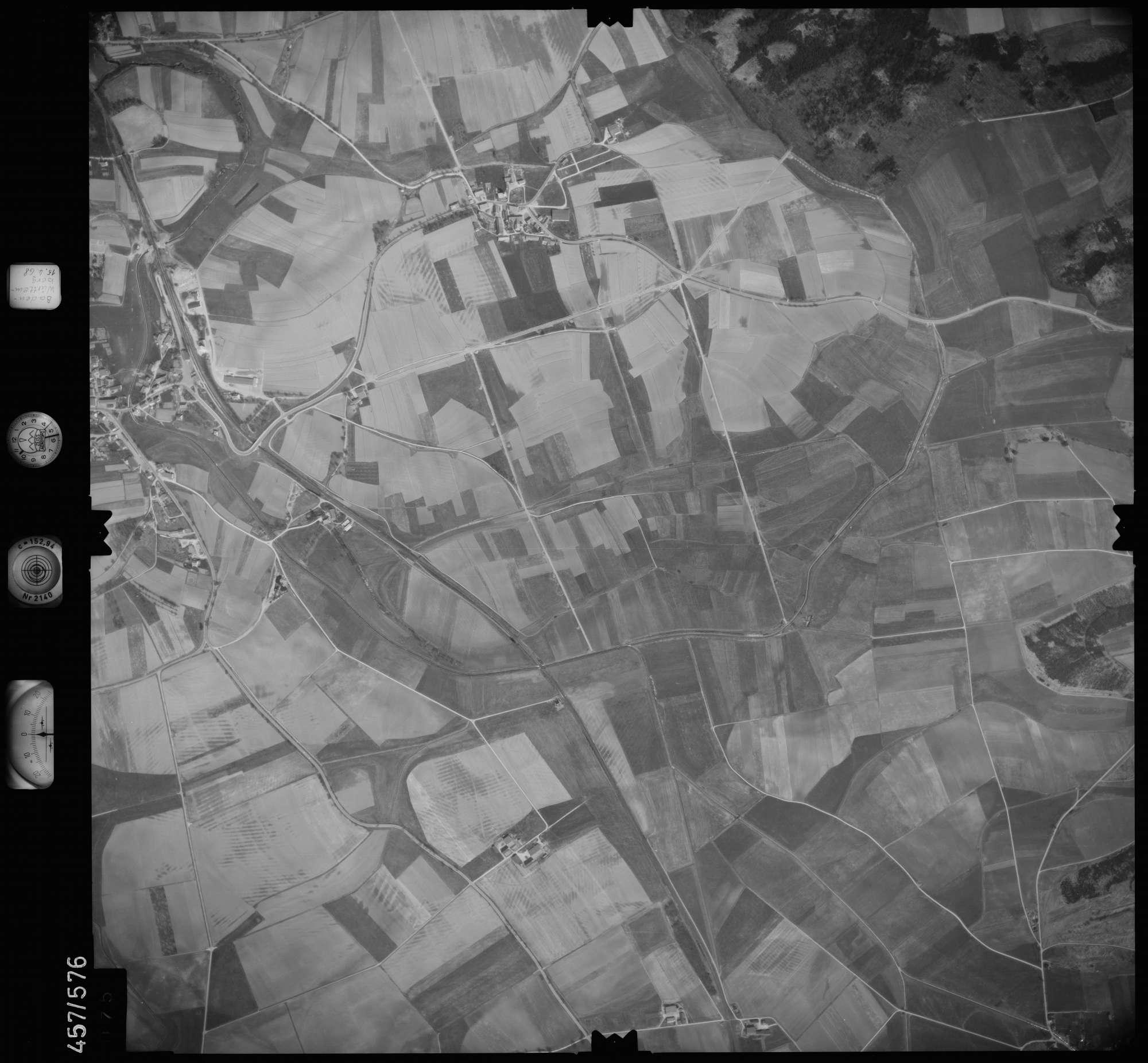 Luftbild: Film 105 Bildnr. 75, Bild 1