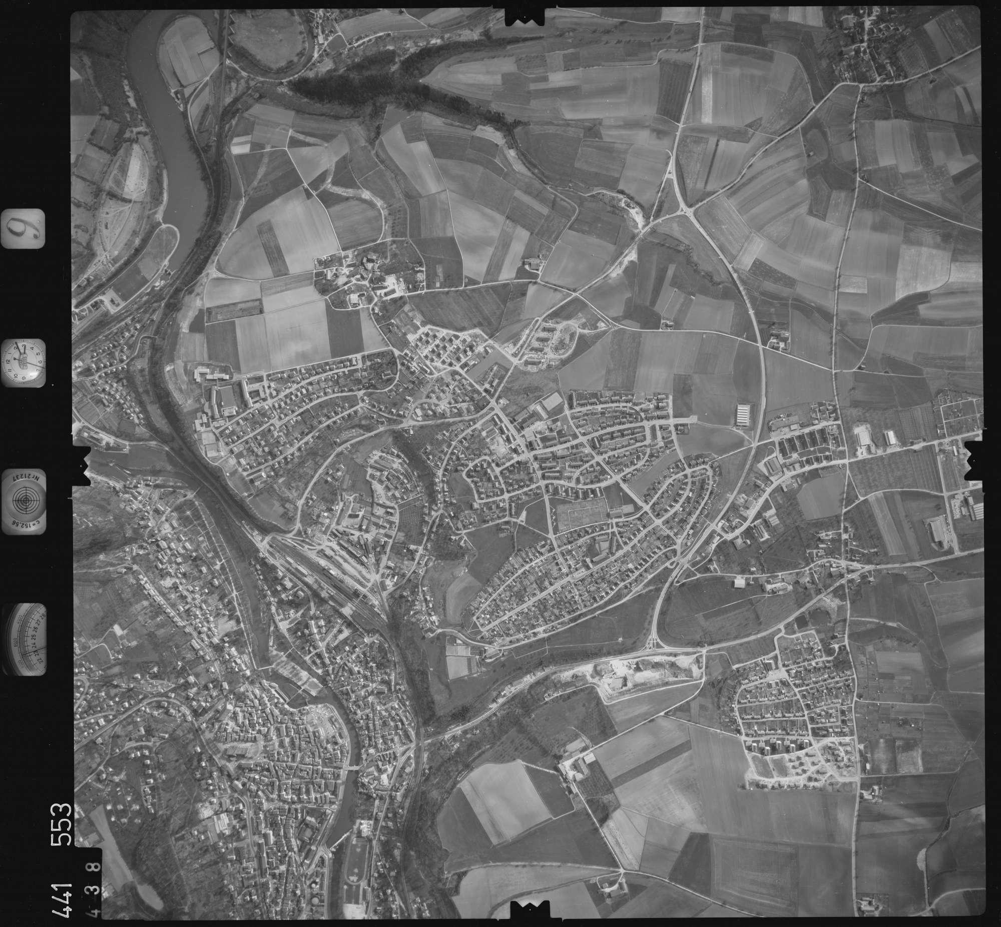 Luftbild: Film 10 Bildnr. 438, Bild 1