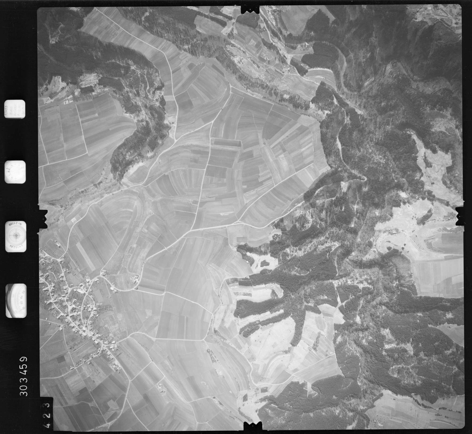 Luftbild: Film 69 Bildnr. 423, Bild 1