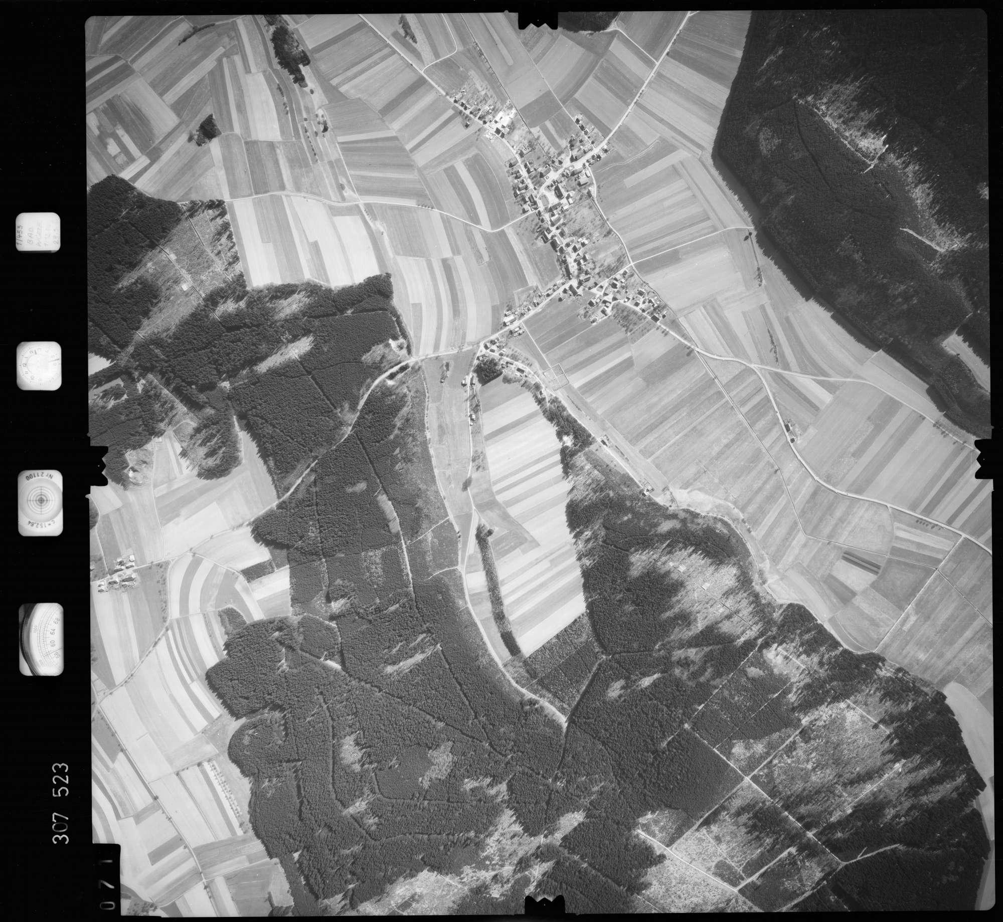 Luftbild: Film 61 Bildnr. 71, Bild 1