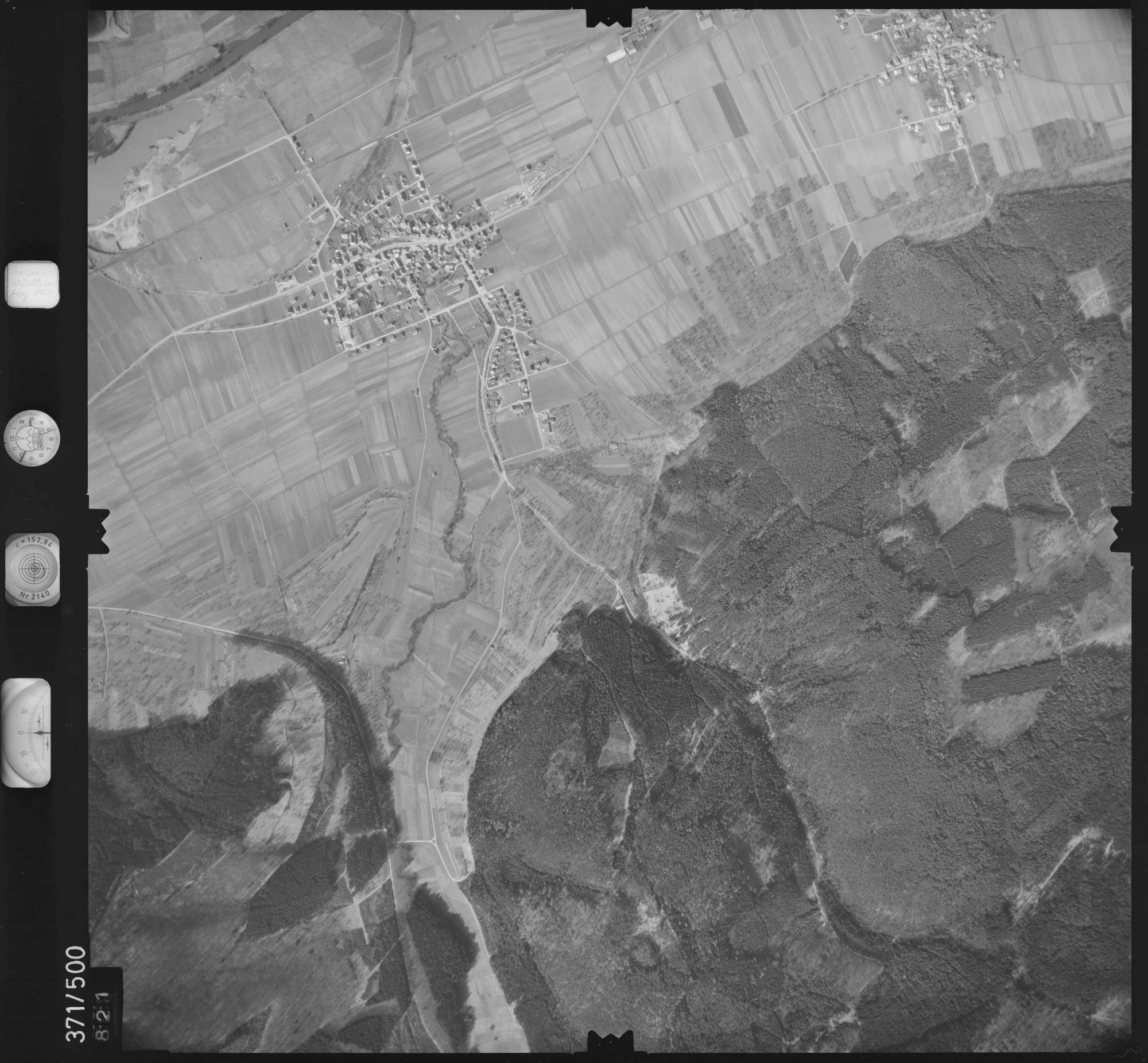 Luftbild: Film 33 Bildnr. 821, Bild 1