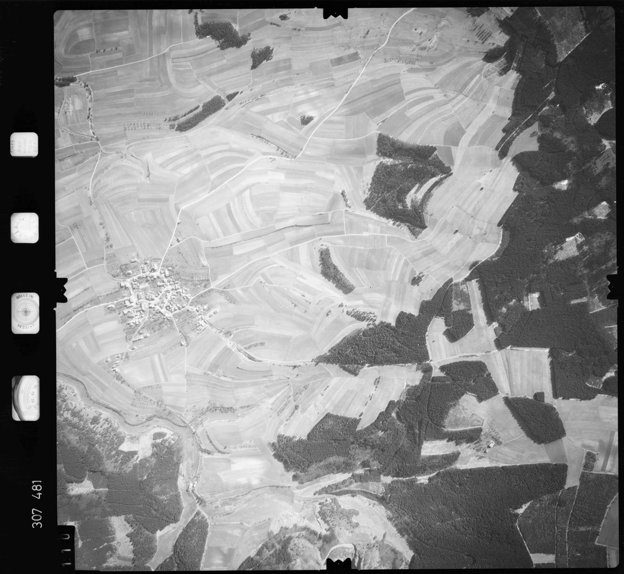 Luftbild: Film 61 Bildnr. 110, Bild 1
