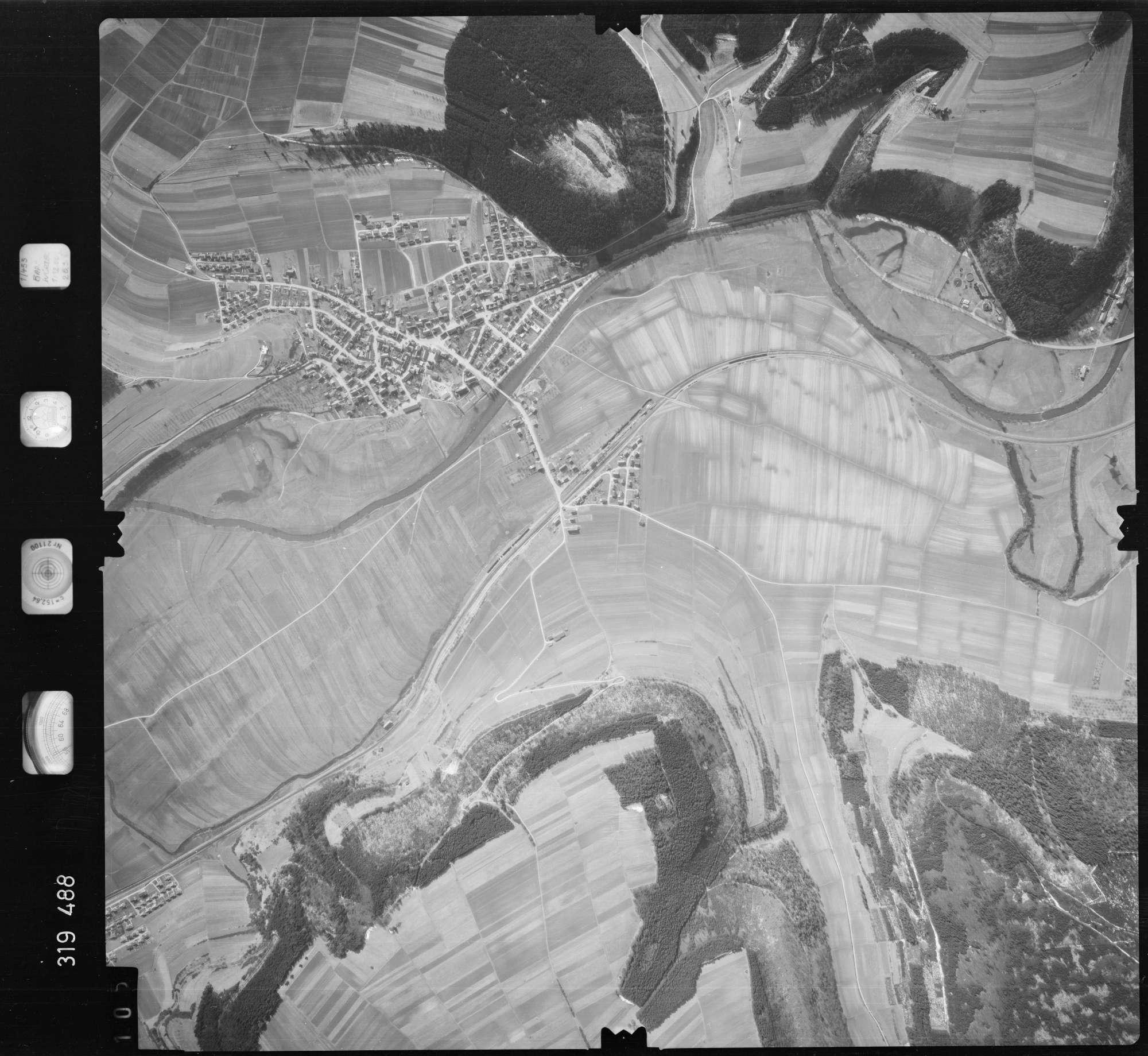 Luftbild: Film 57 Bildnr. 105, Bild 1