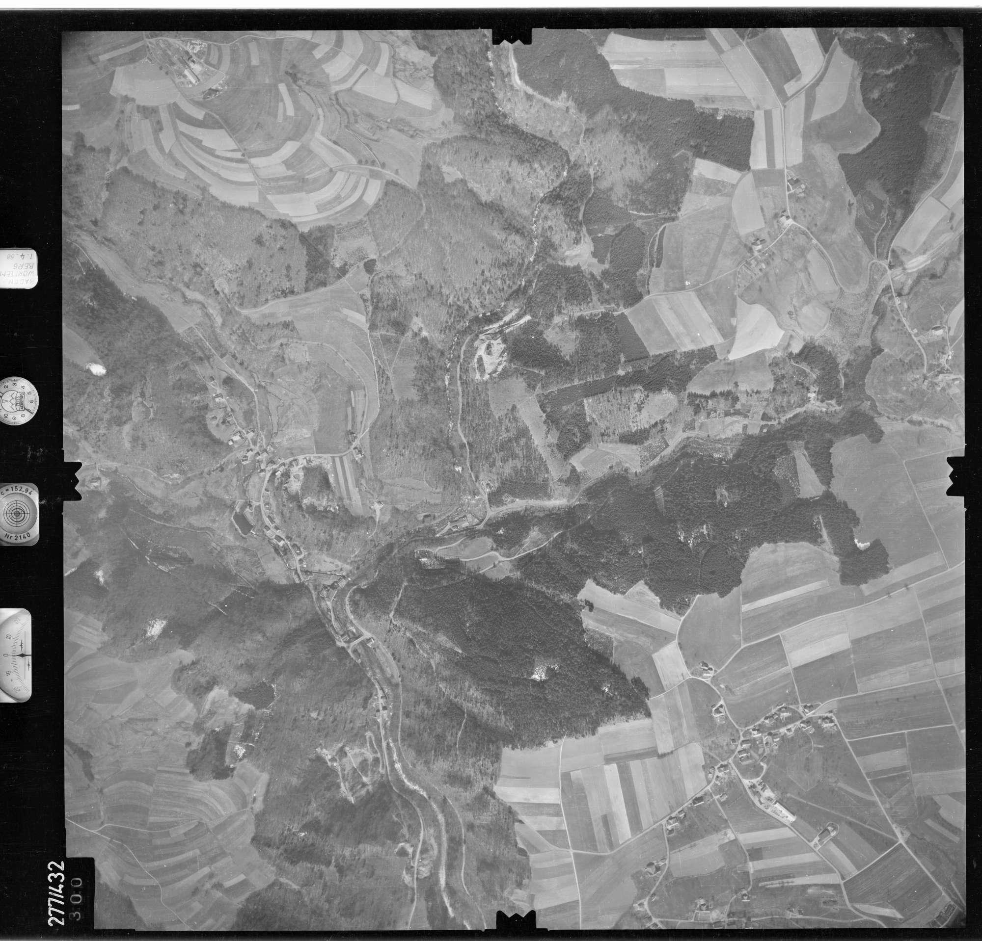 Luftbild: Film 81 Bildnr. 300, Bild 1