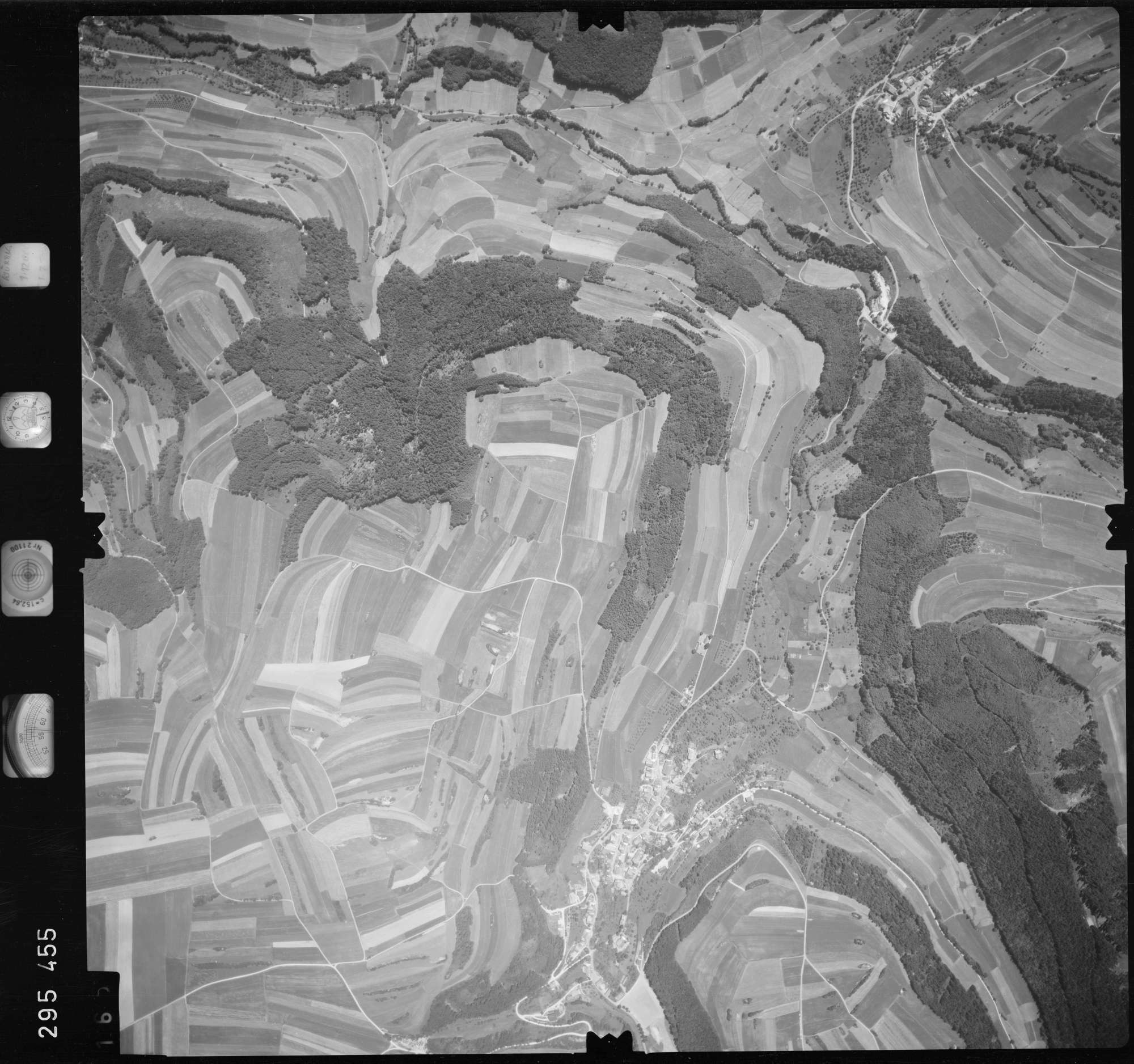 Luftbild: Film 68 Bildnr. 165, Bild 1