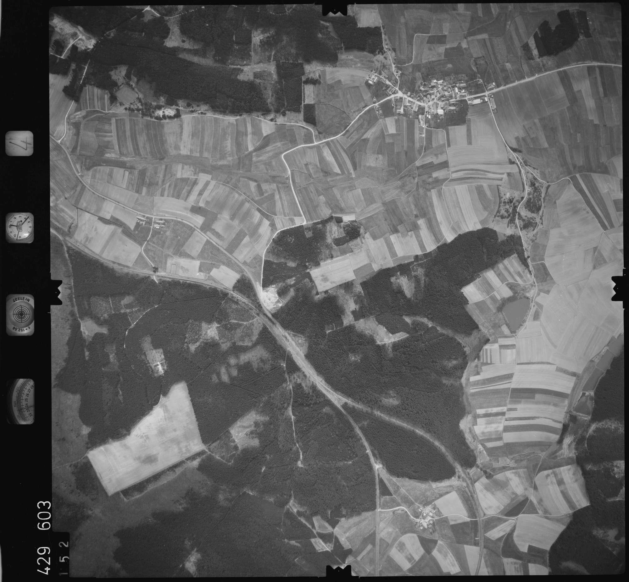 Luftbild: Film 4 Bildnr. 152, Bild 1