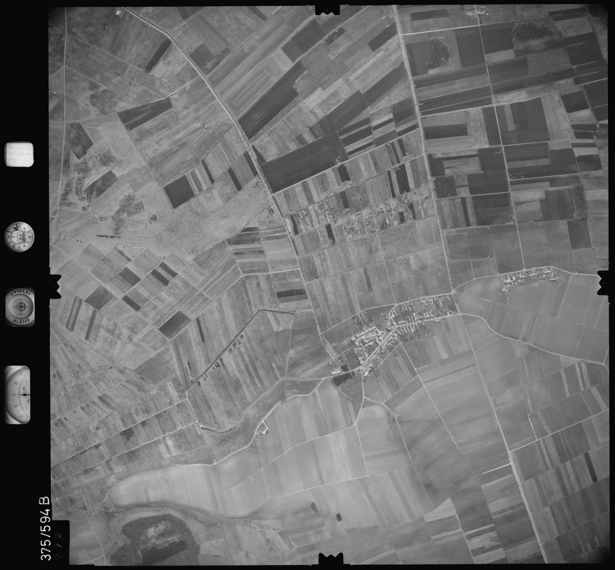 Luftbild: Film 35 Bildnr. 272, Bild 1