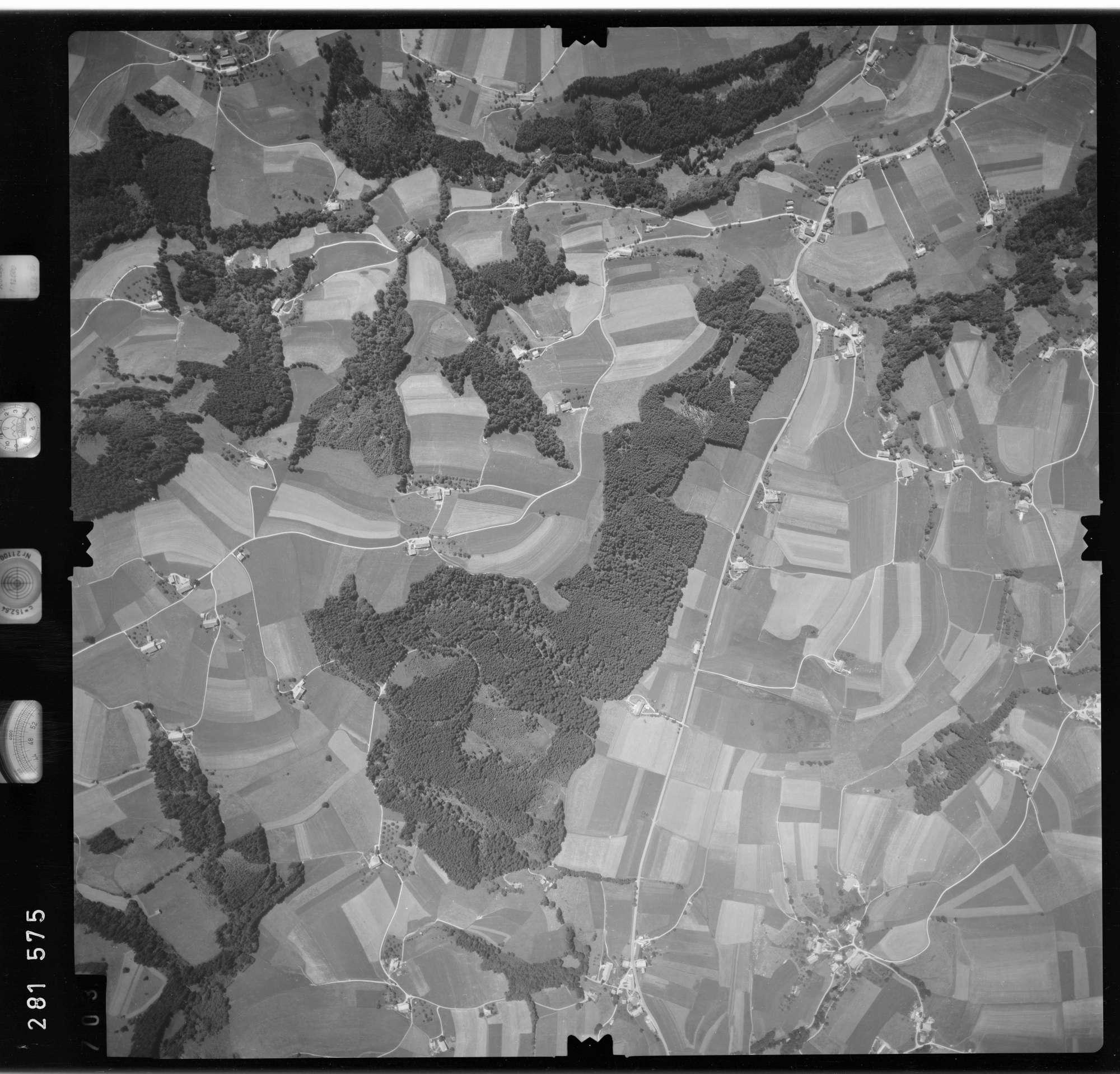 Luftbild: Film 76 Bildnr. 703, Bild 1