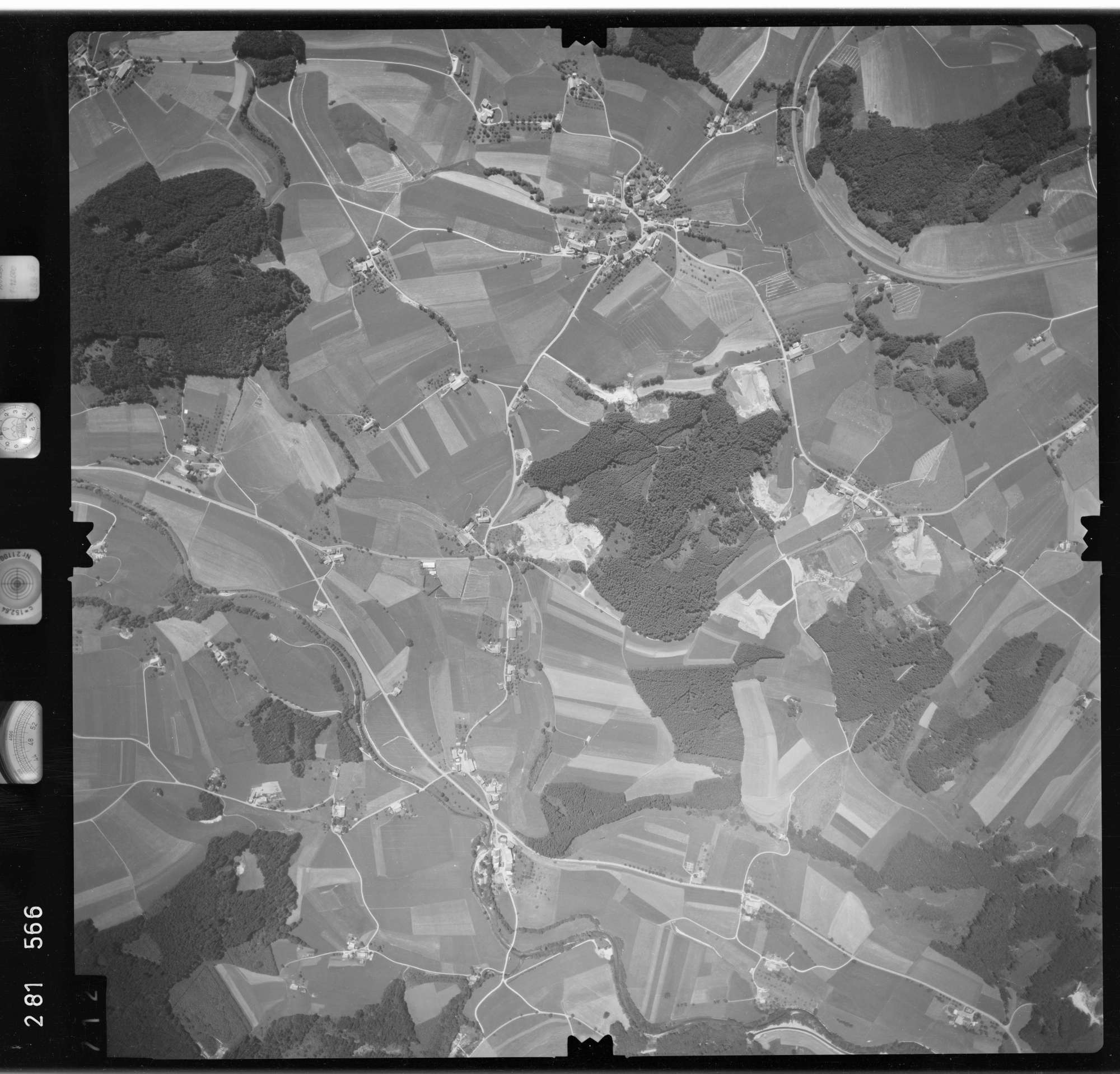 Luftbild: Film 76 Bildnr. 712, Bild 1