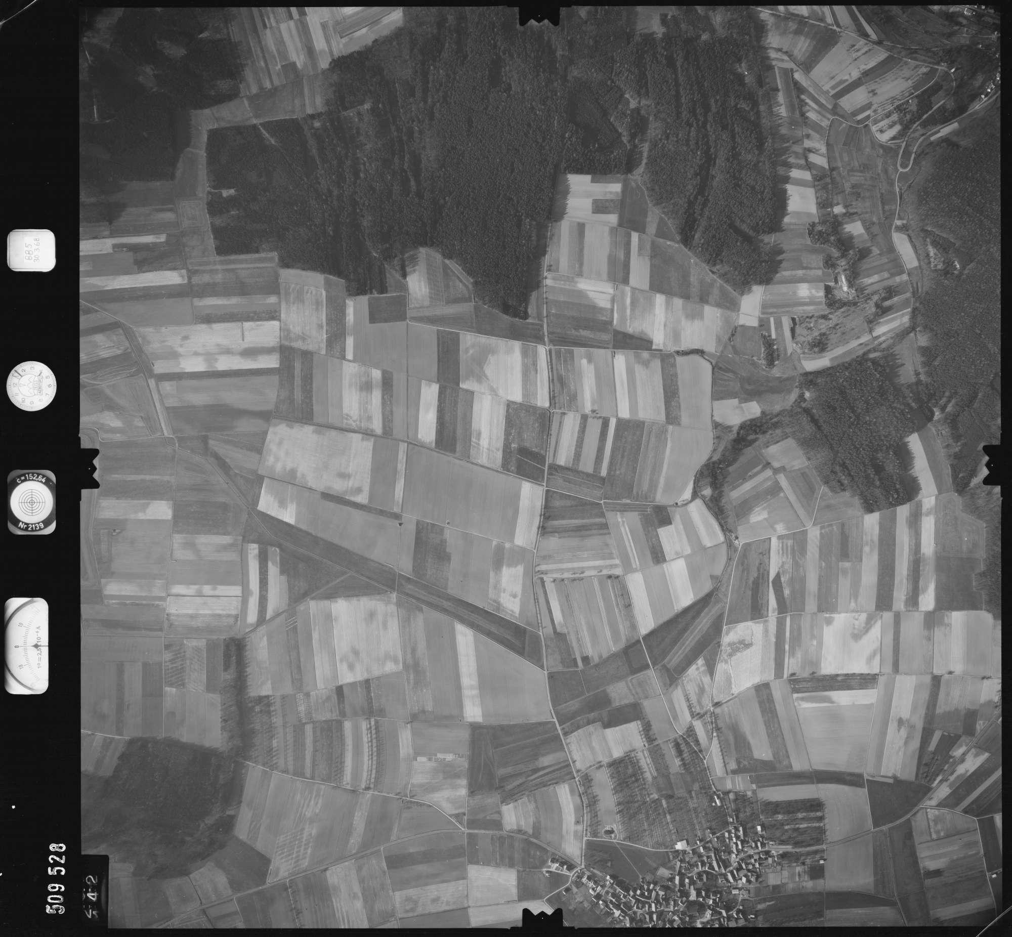 Luftbild: Film 885 Bildnr. 142, Bild 1