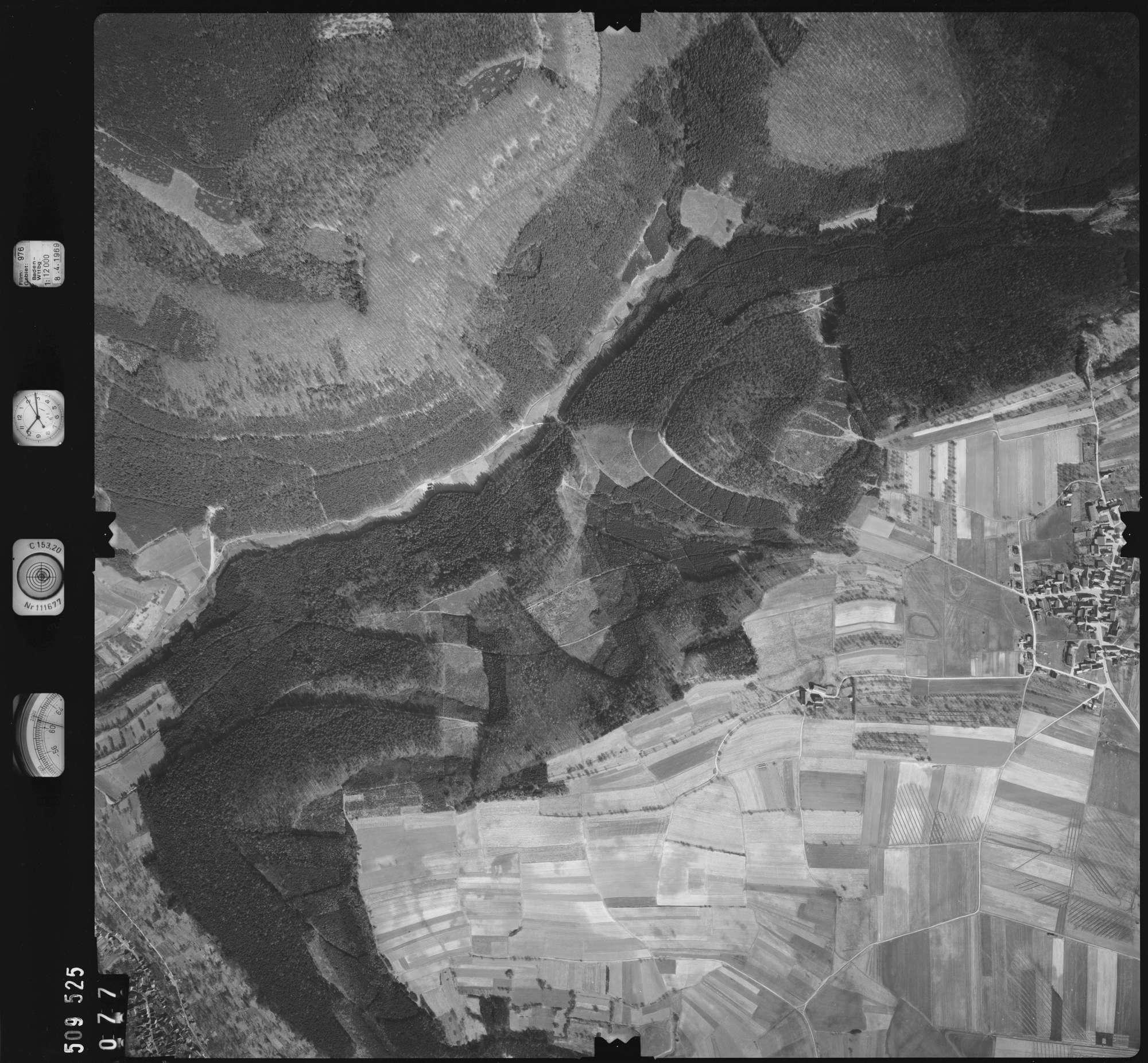 Luftbild: Film 976 Bildnr. 77, Bild 1
