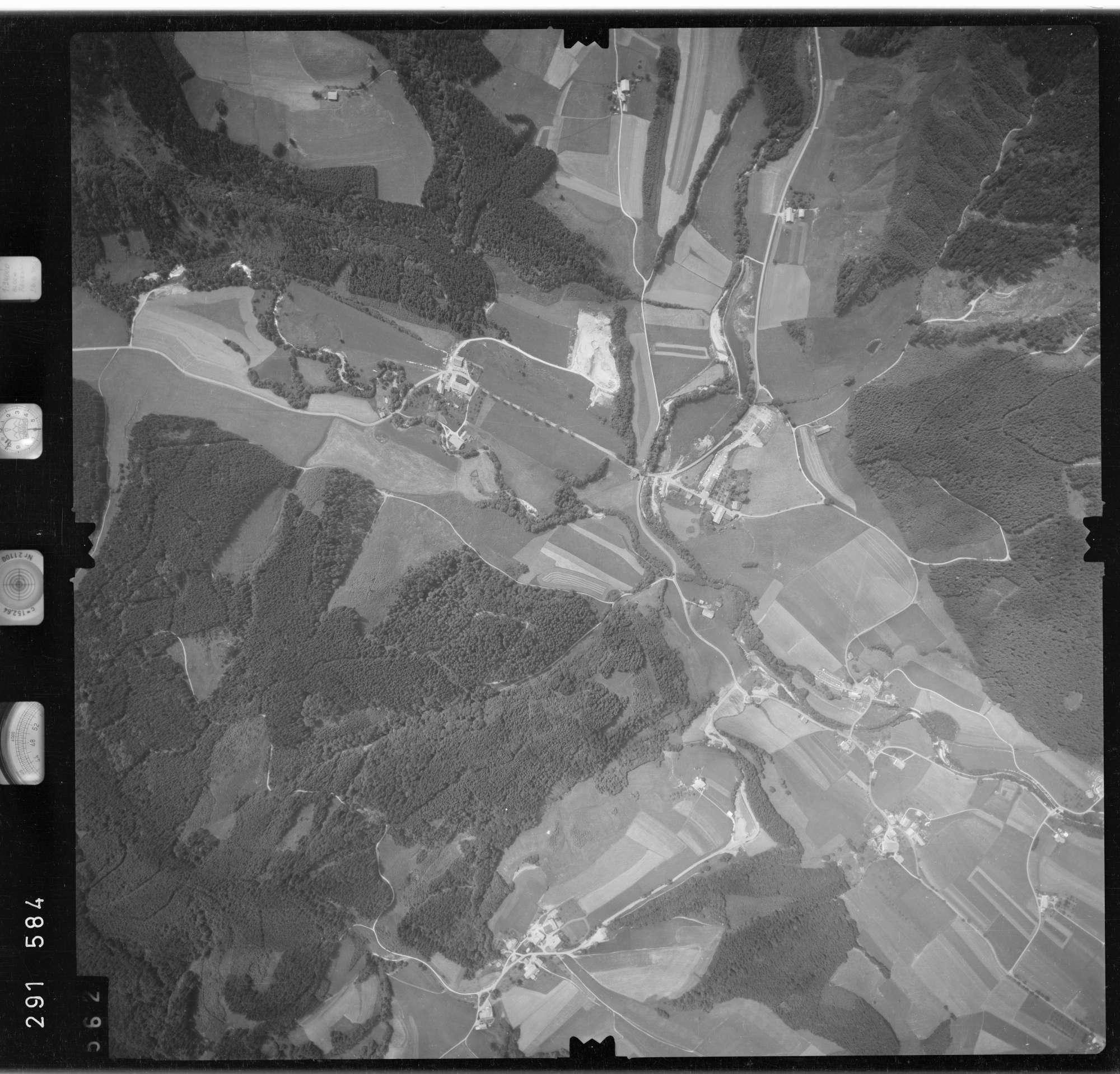 Luftbild: Film 76 Bildnr. 562, Bild 1
