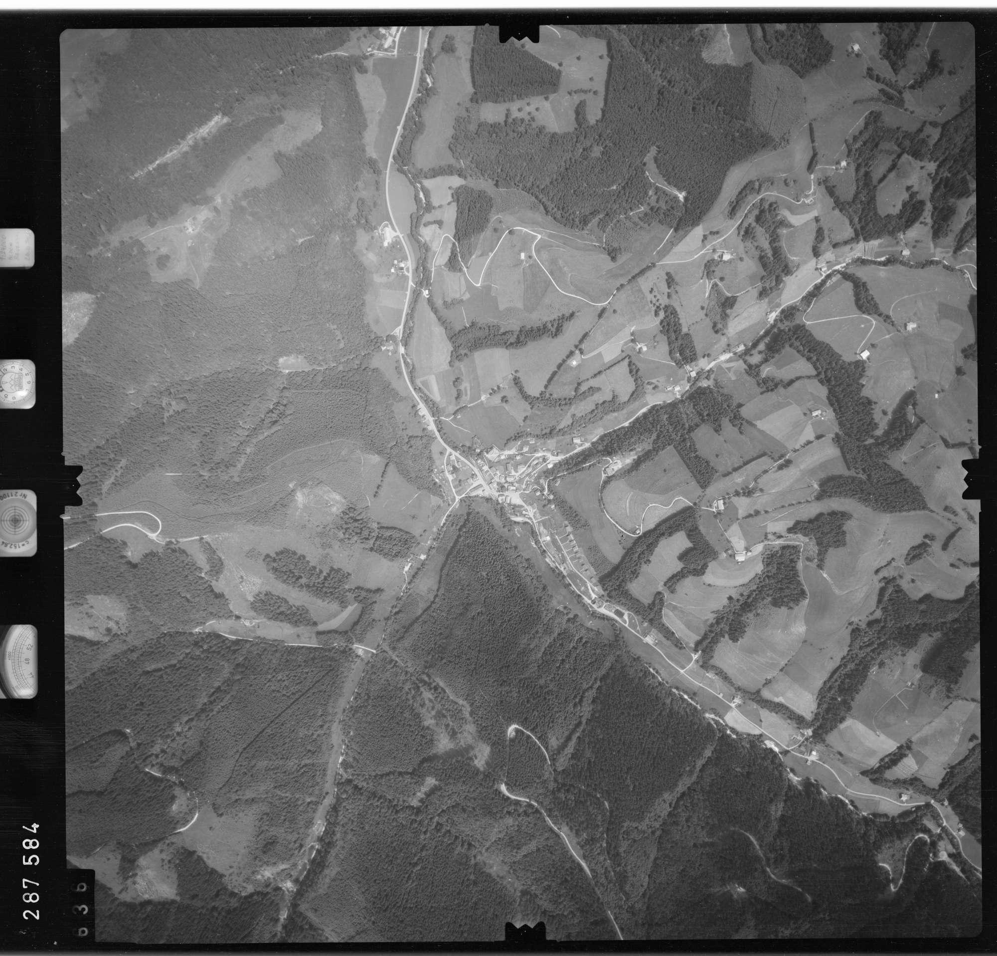 Luftbild: Film 76 Bildnr. 636, Bild 1