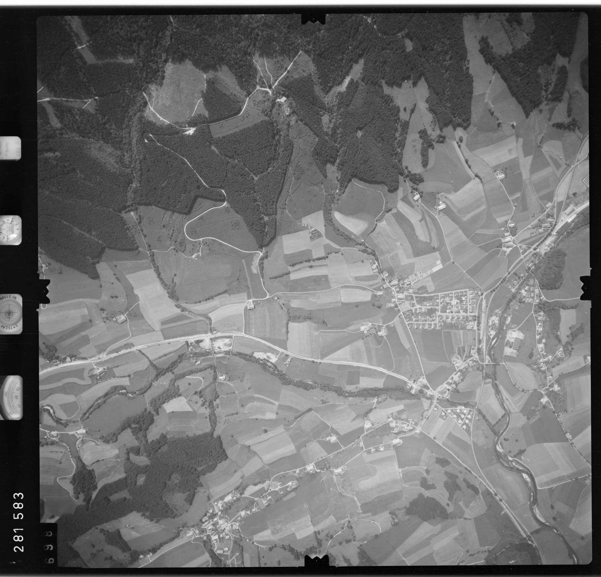 Luftbild: Film 76 Bildnr. 698, Bild 1