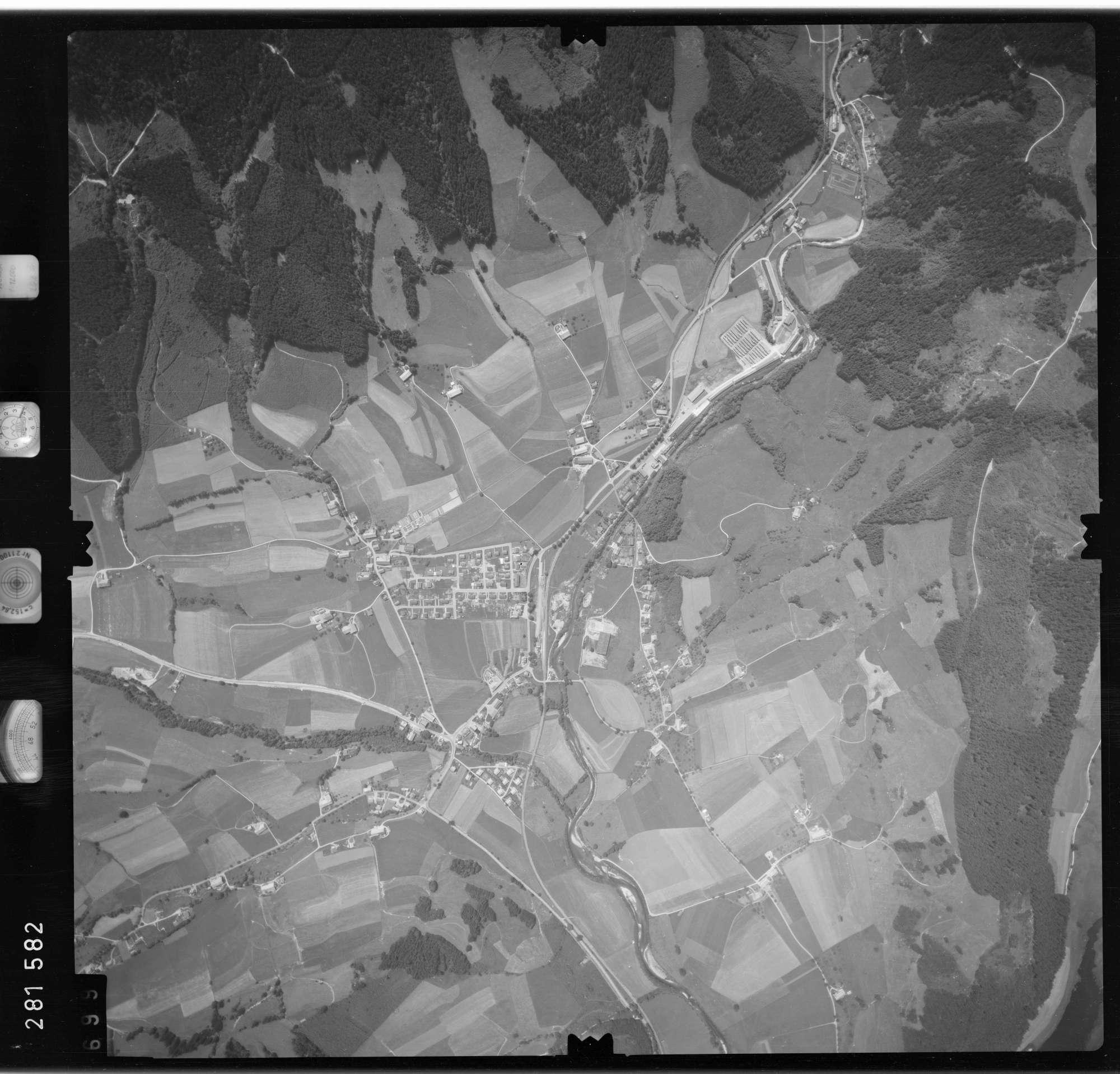 Luftbild: Film 76 Bildnr. 699, Bild 1