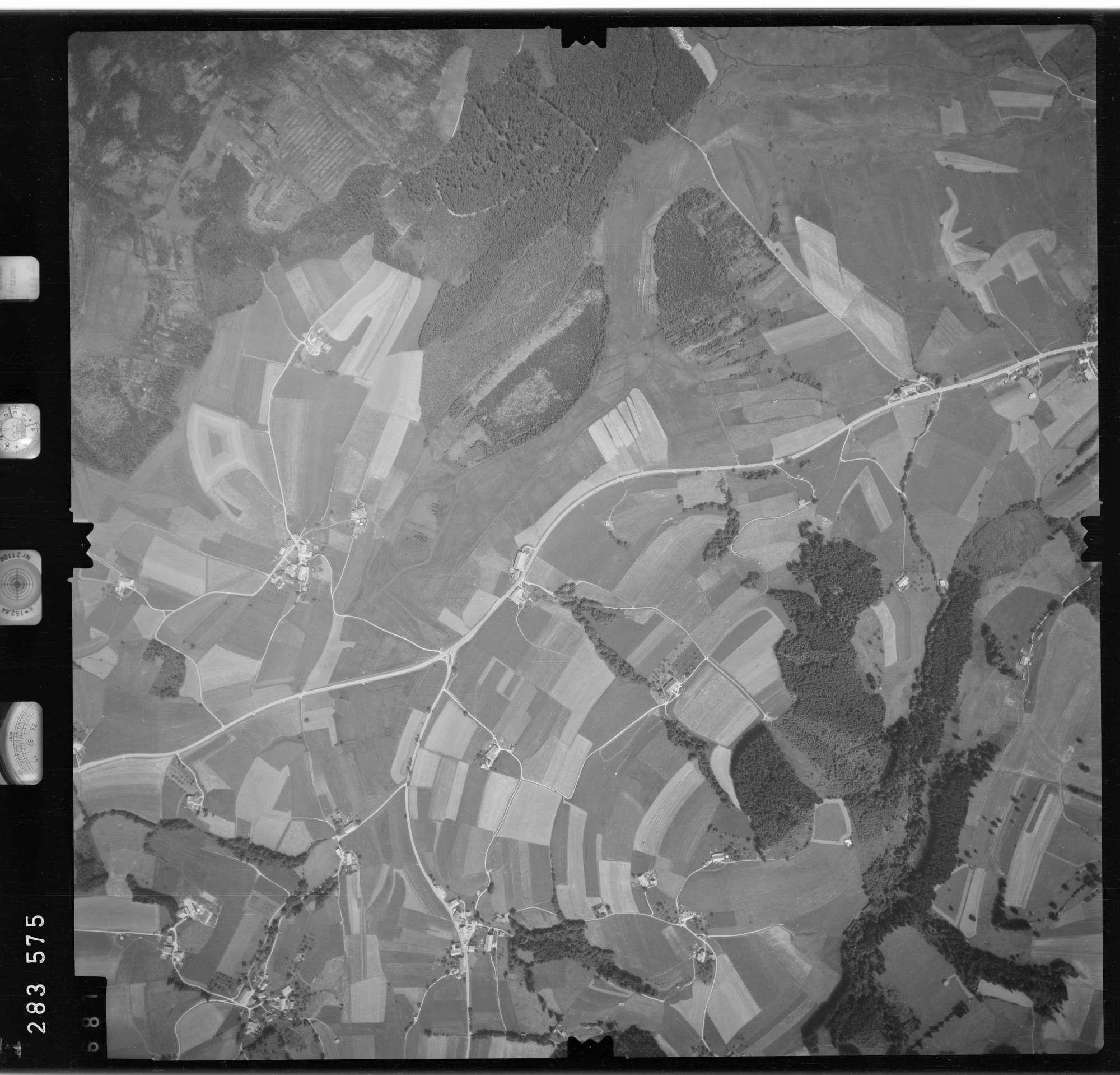 Luftbild: Film 76 Bildnr. 681, Bild 1