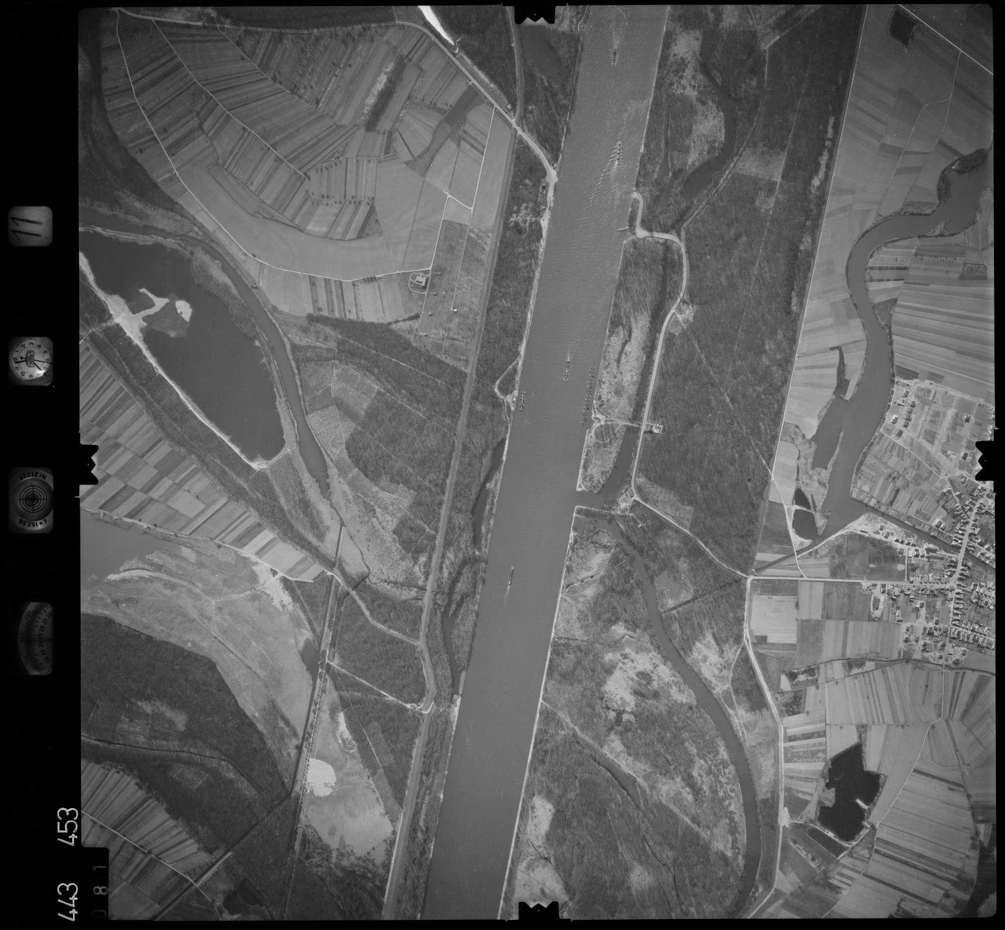 Luftbild: Film 11 Bildnr. 81, Bild 1