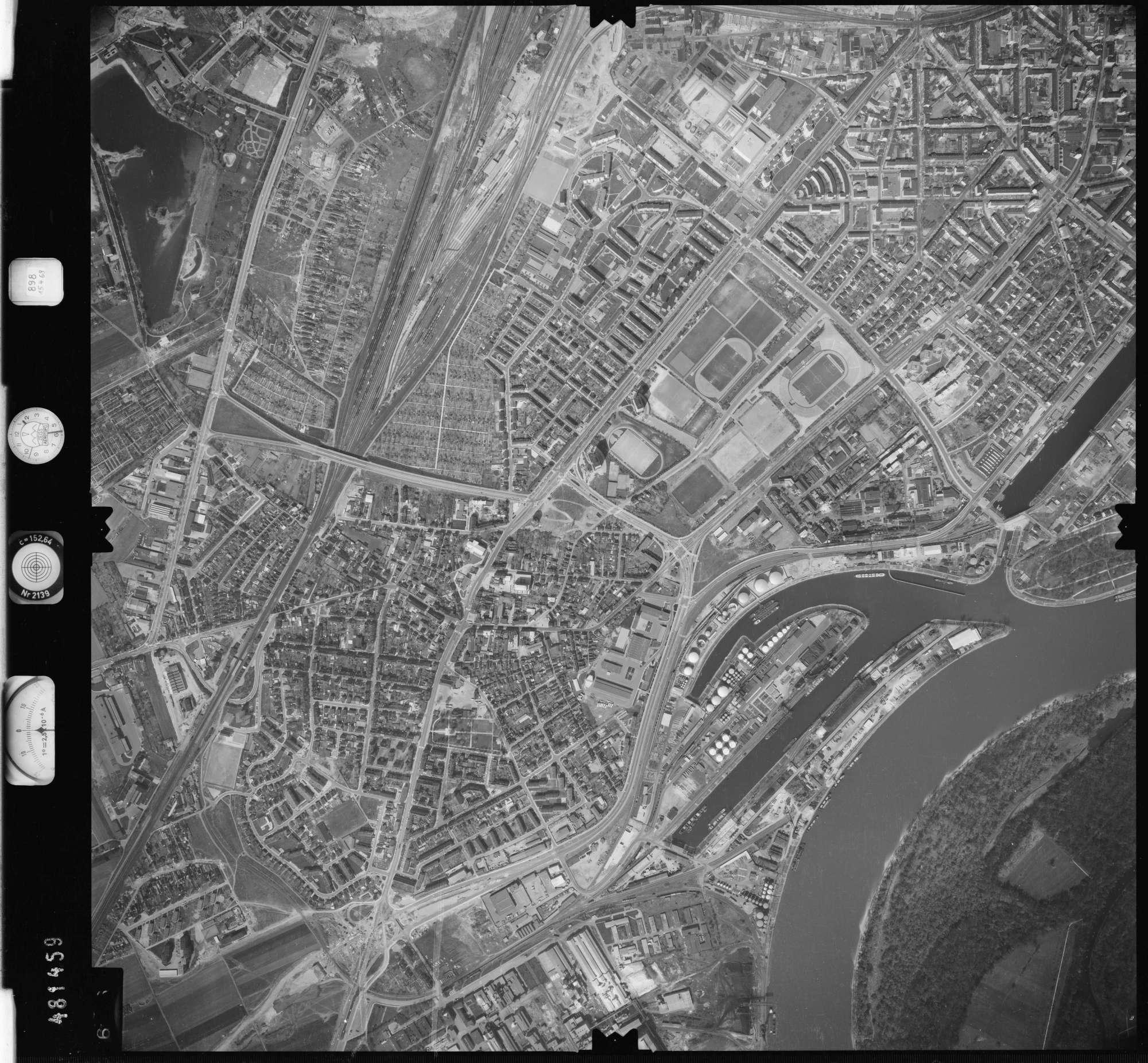 Luftbild: Film 898 Bildnr. 696, Bild 1