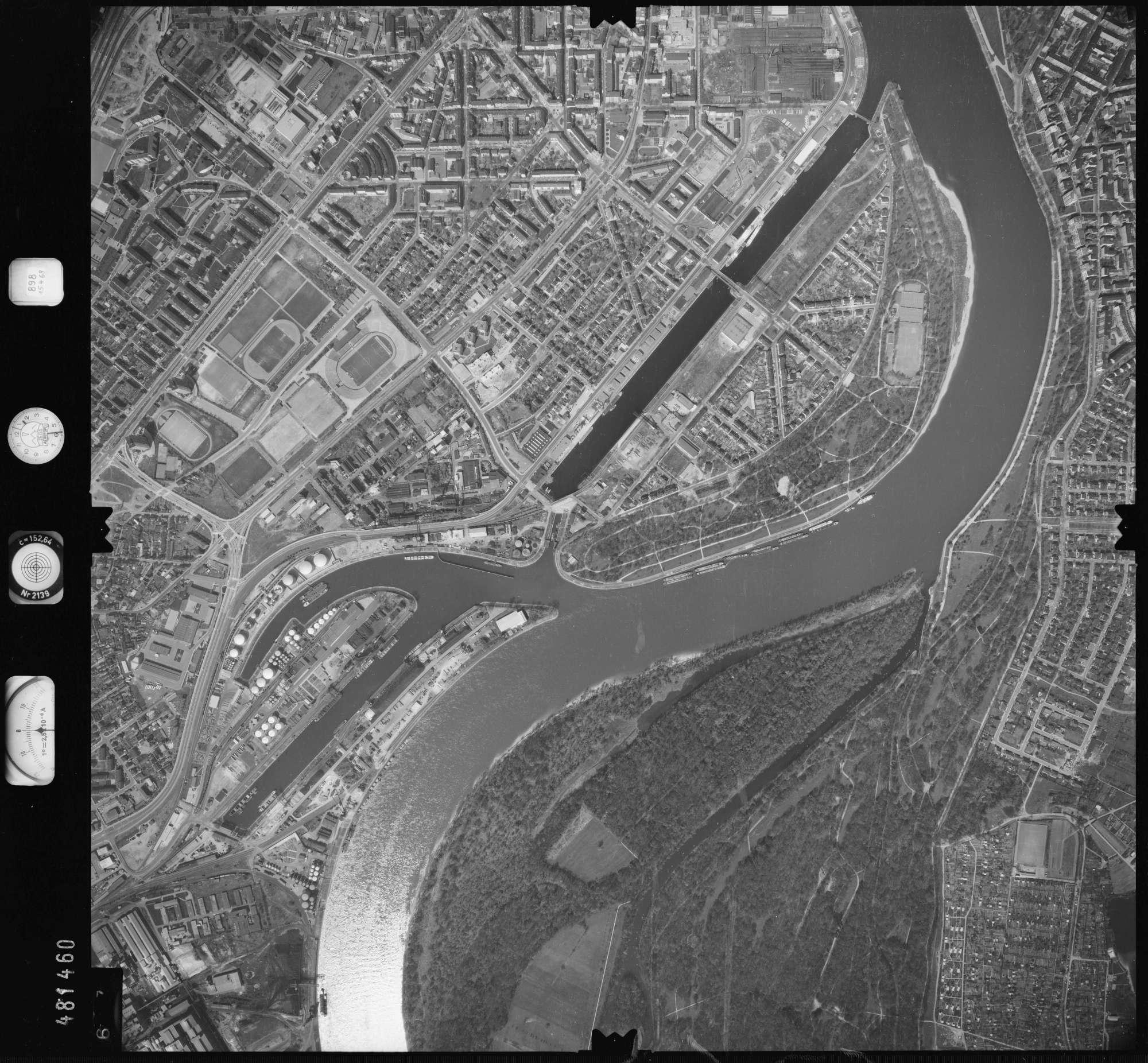 Luftbild: Film 898 Bildnr. 697, Bild 1